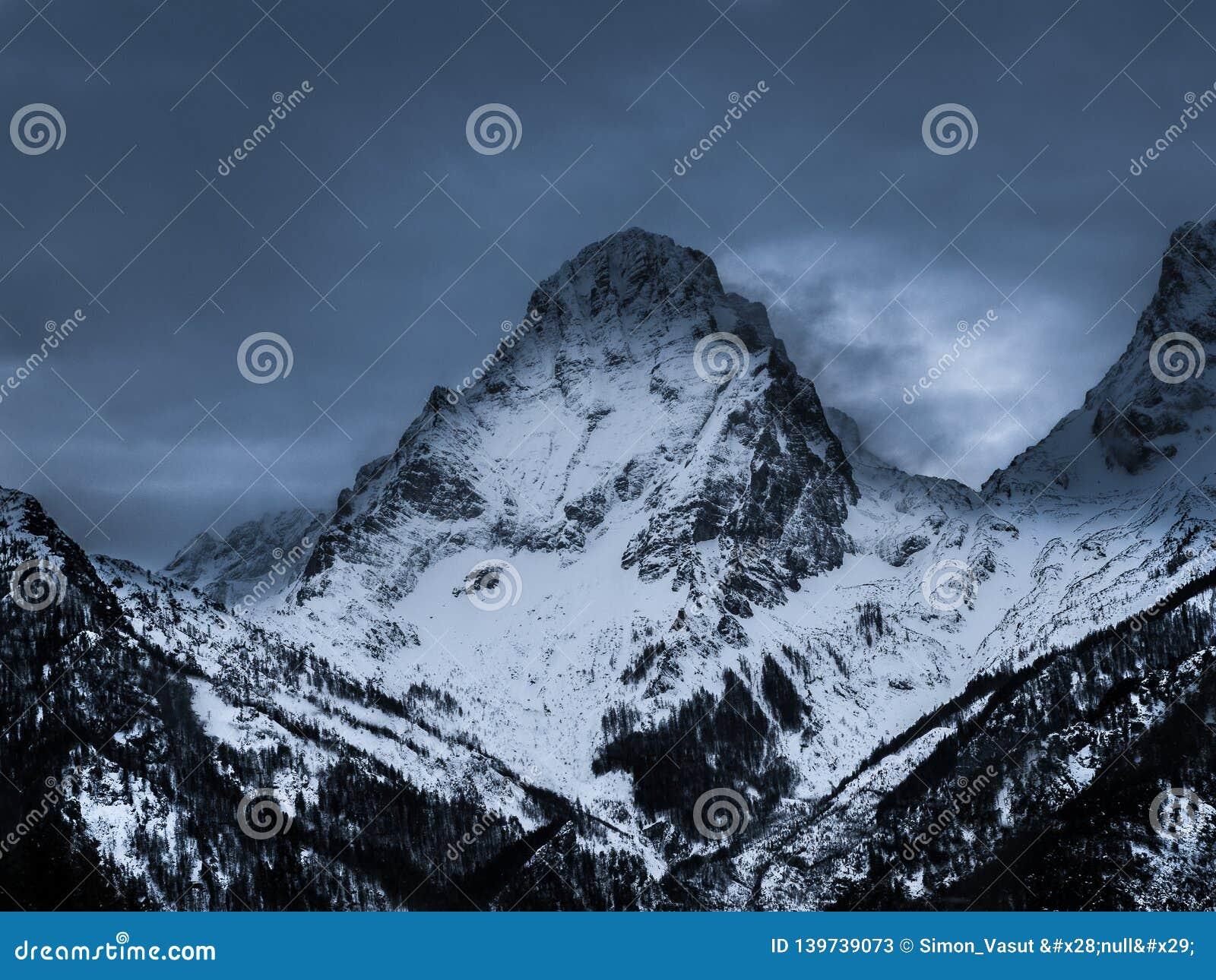 Spitzmauer 2446 m, amazing mountain in the Totes Gebirge, Alps, Austria