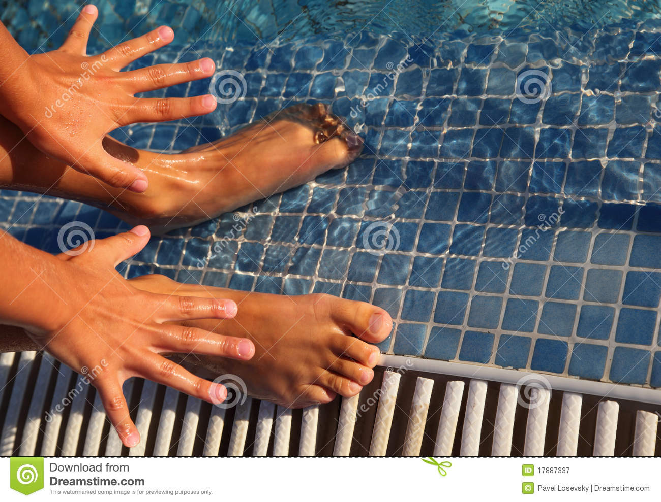 Splayed Fingers And Toes Are Putted In Water Stock Image