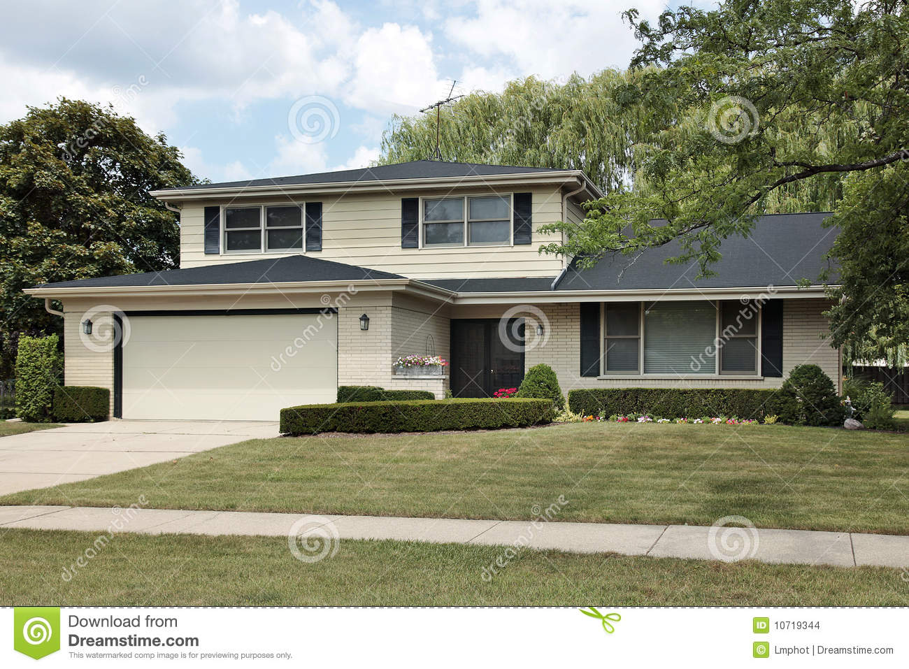 Split level suburban home stock images image 10719344 for Types of split level homes