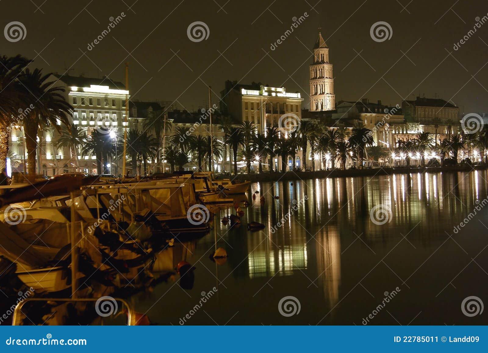Split - porto na noite 1
