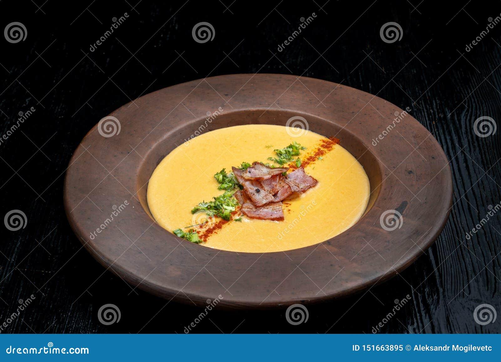 Spliterwtsoep met gerookt Gezonde eigengemaakte dikke gespleten soep