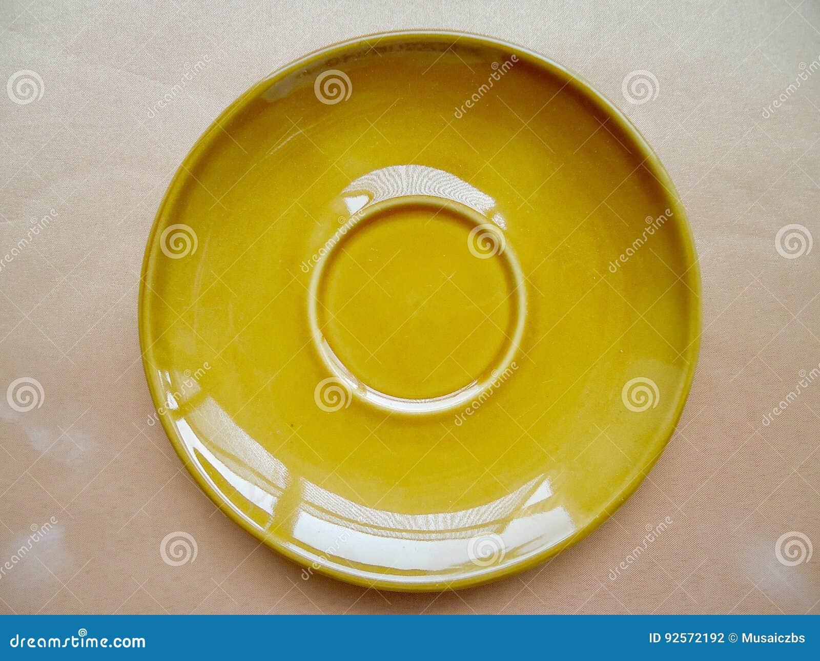 Spodeczek ceramiczny