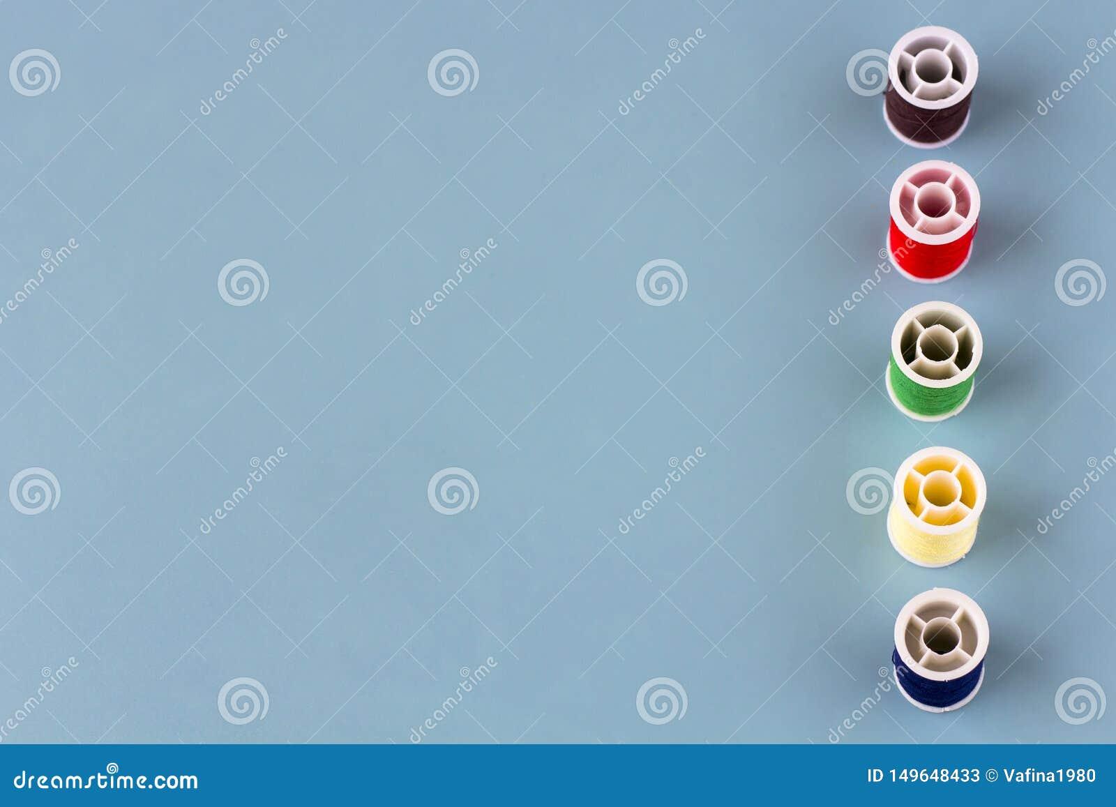 Spoelen van gekleurde draad