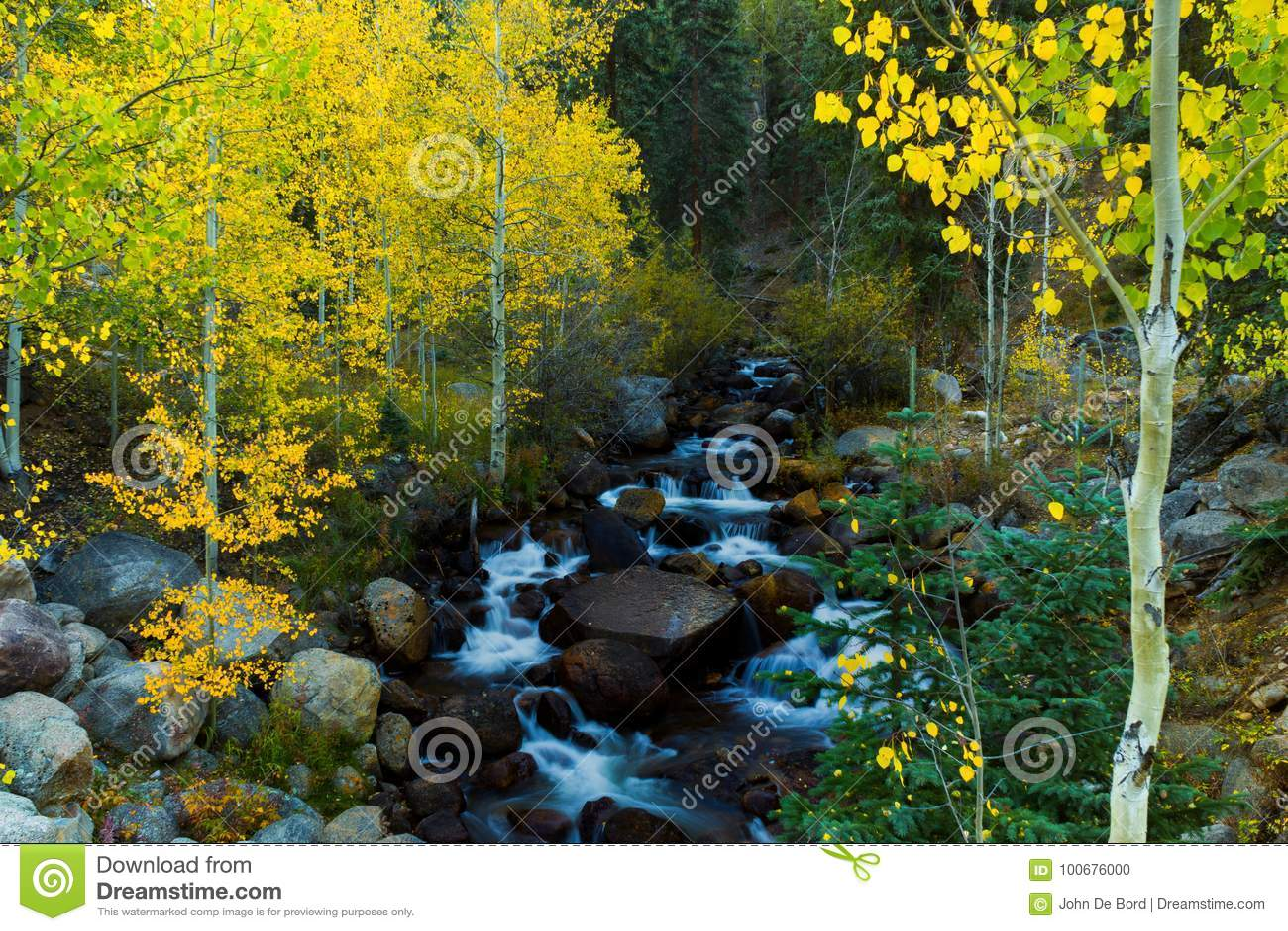 Spokojny miejsce W jesieni