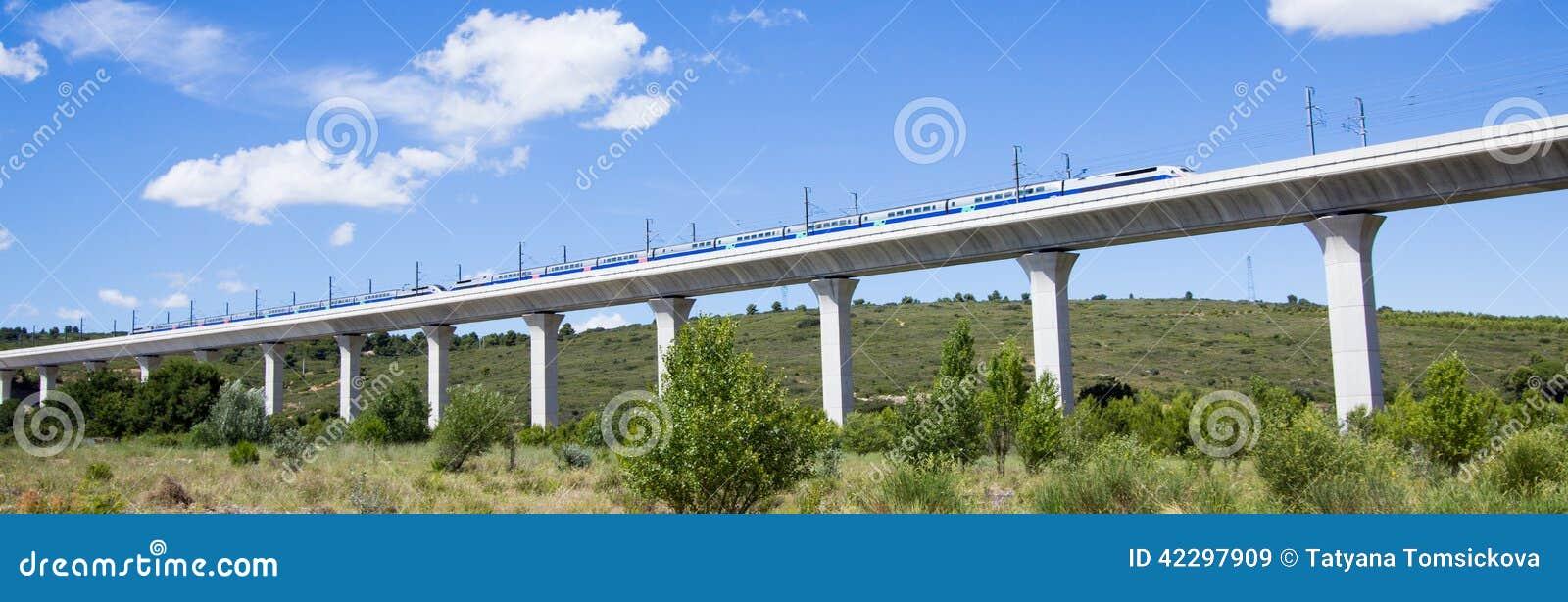 Spoorwegbrug voor TGV in Frankrijk