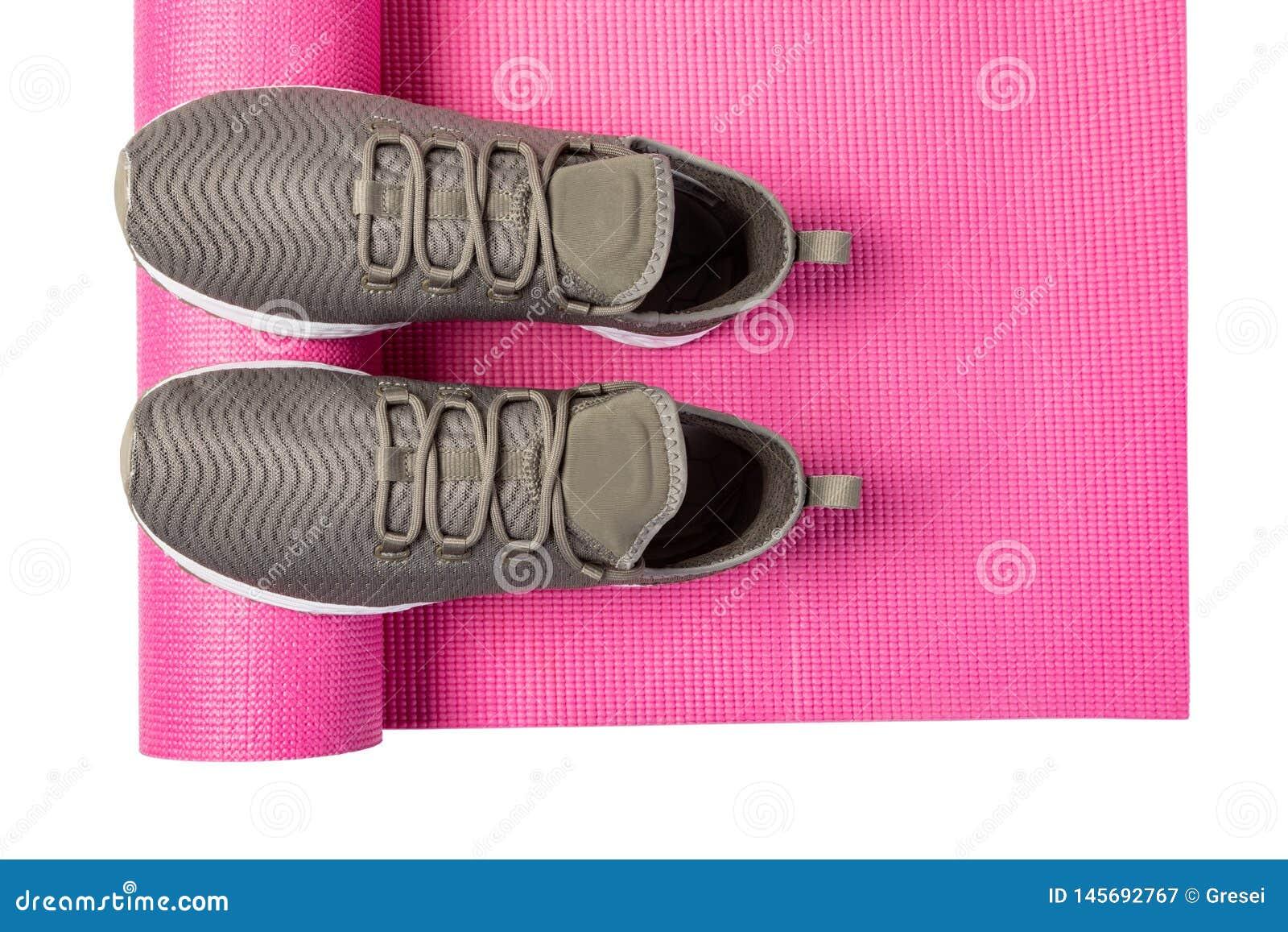Sportów buty i joga mata