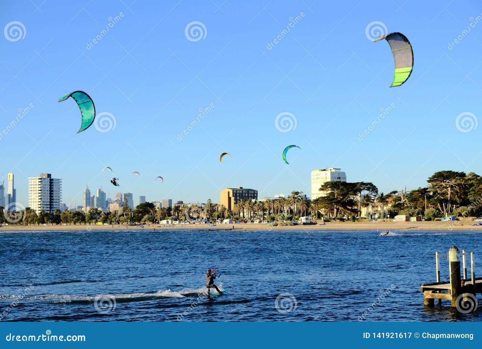 Sport acquatico alla st Kilda Beach, Melbourne, Australia