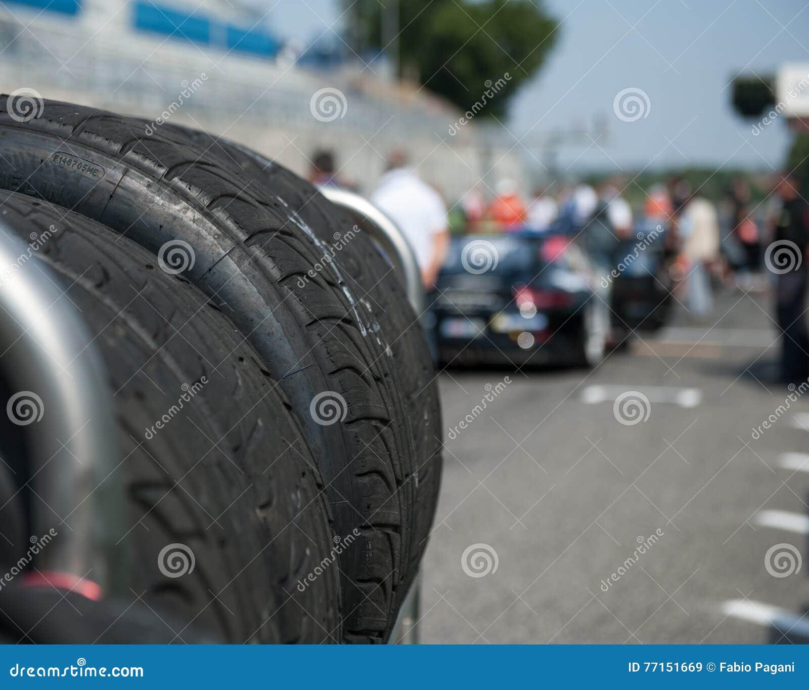 Sport automobile réglé de emballage humide de pneu