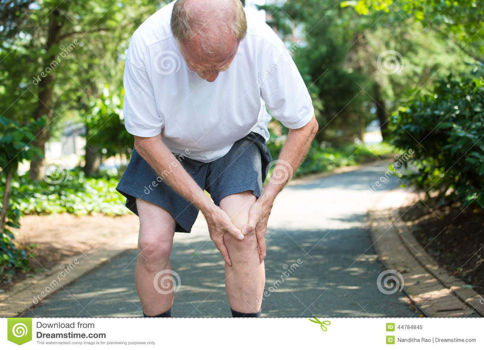 Sport, der Knieverletzung im männlichen Seitentrieb laufen lässt