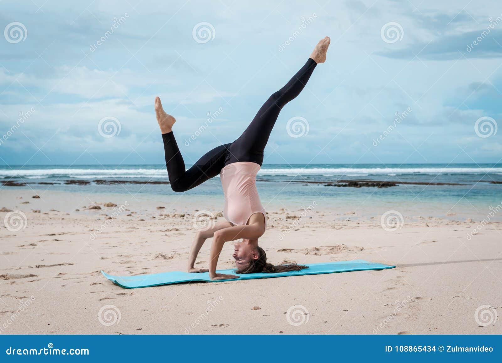 Fitness, Sport, Mensen En Gezondheidszorgconcept - Stock