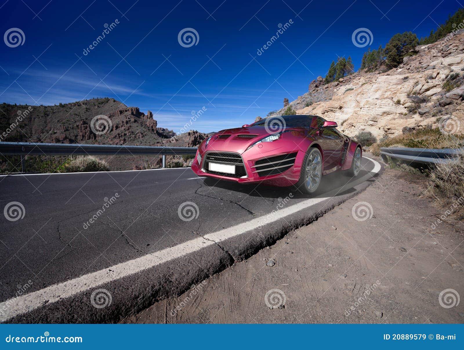 Sportauto, welches die Straße weitergeht