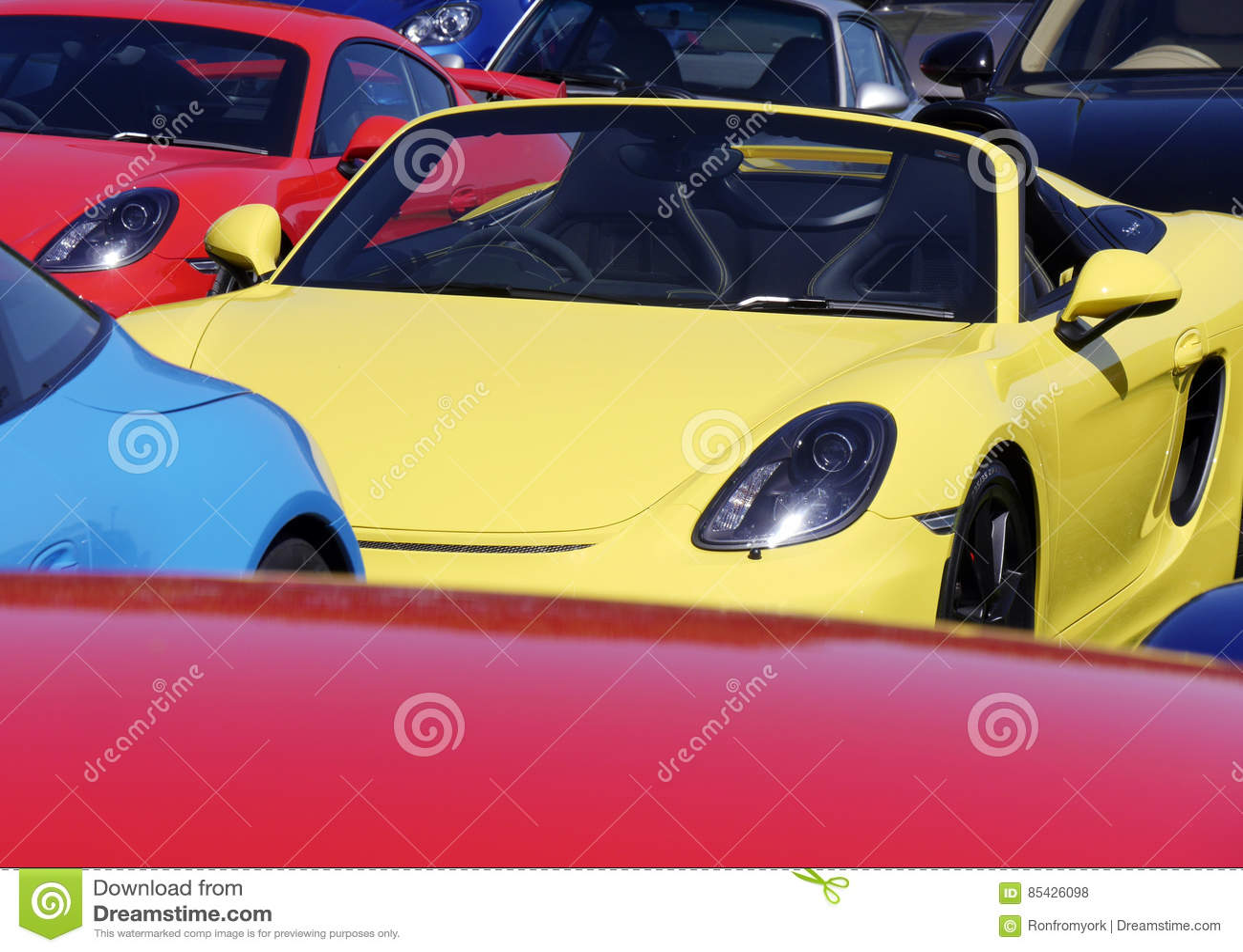 Sportcars στο υπαίθριο σταθμό αυτοκινήτων