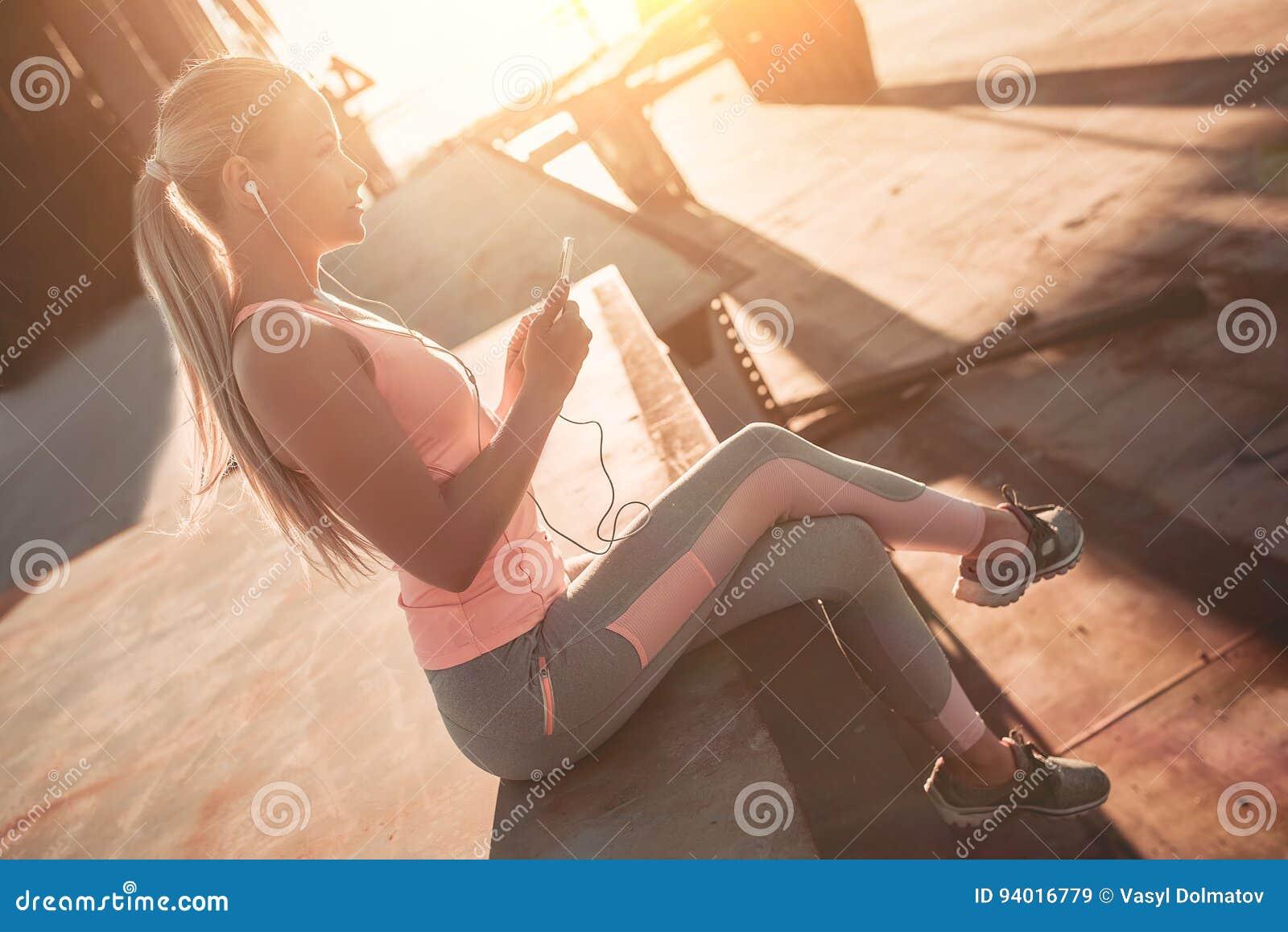 Sportief meisje op straat