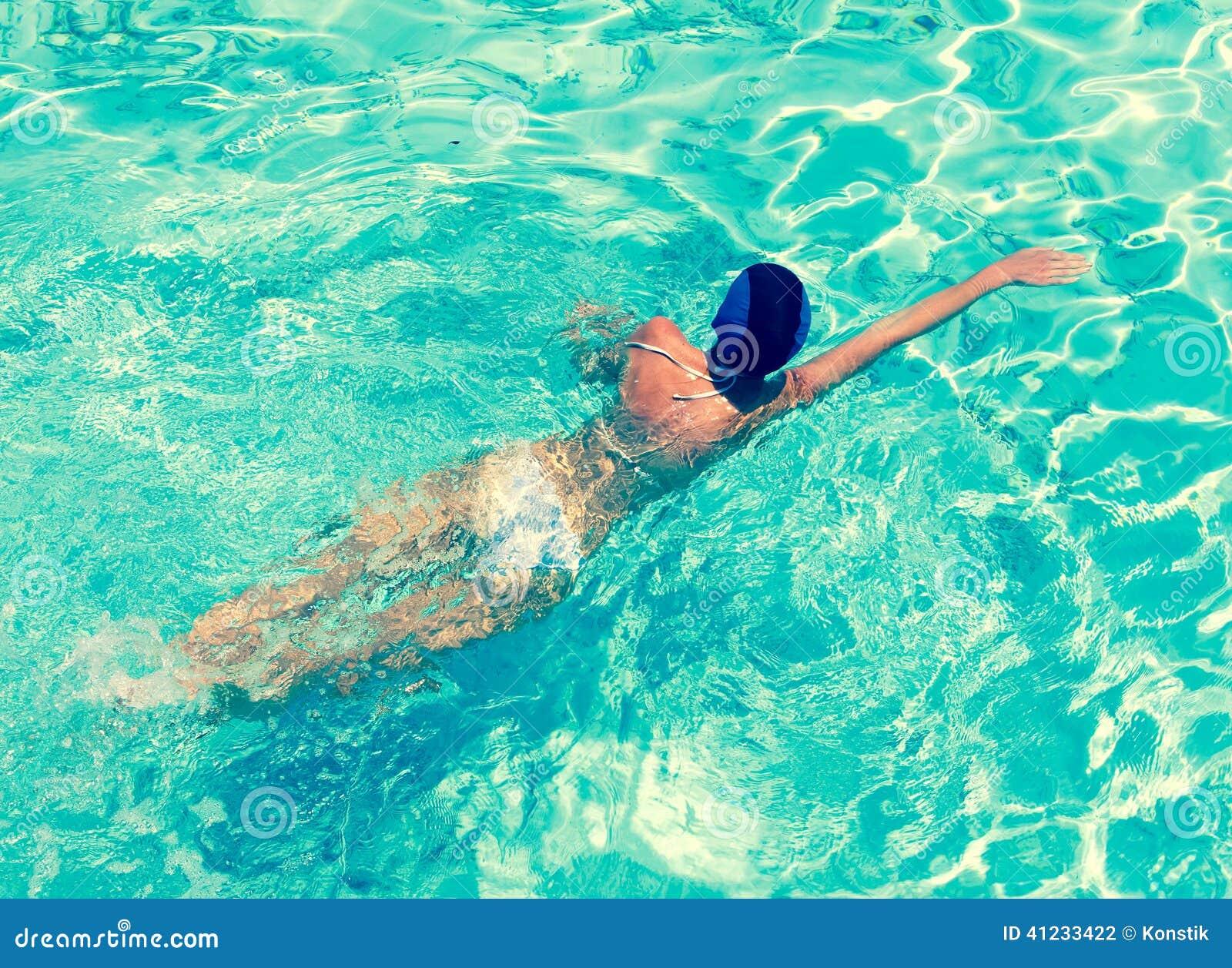 Фото купания в бассейне 22 фотография