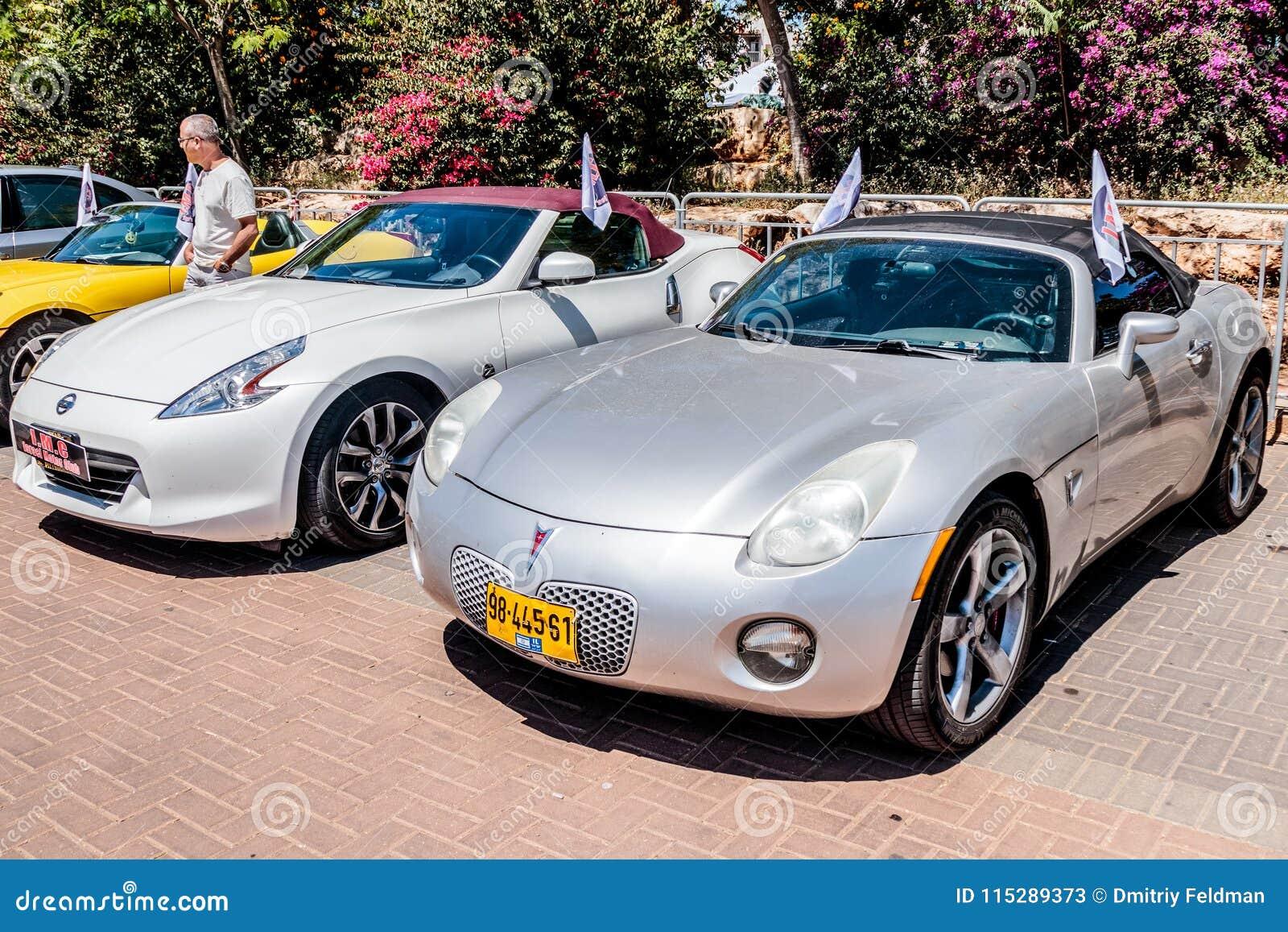 Sports Pontiac Cabriolet And Sports Nissan 370Z Cabriolet