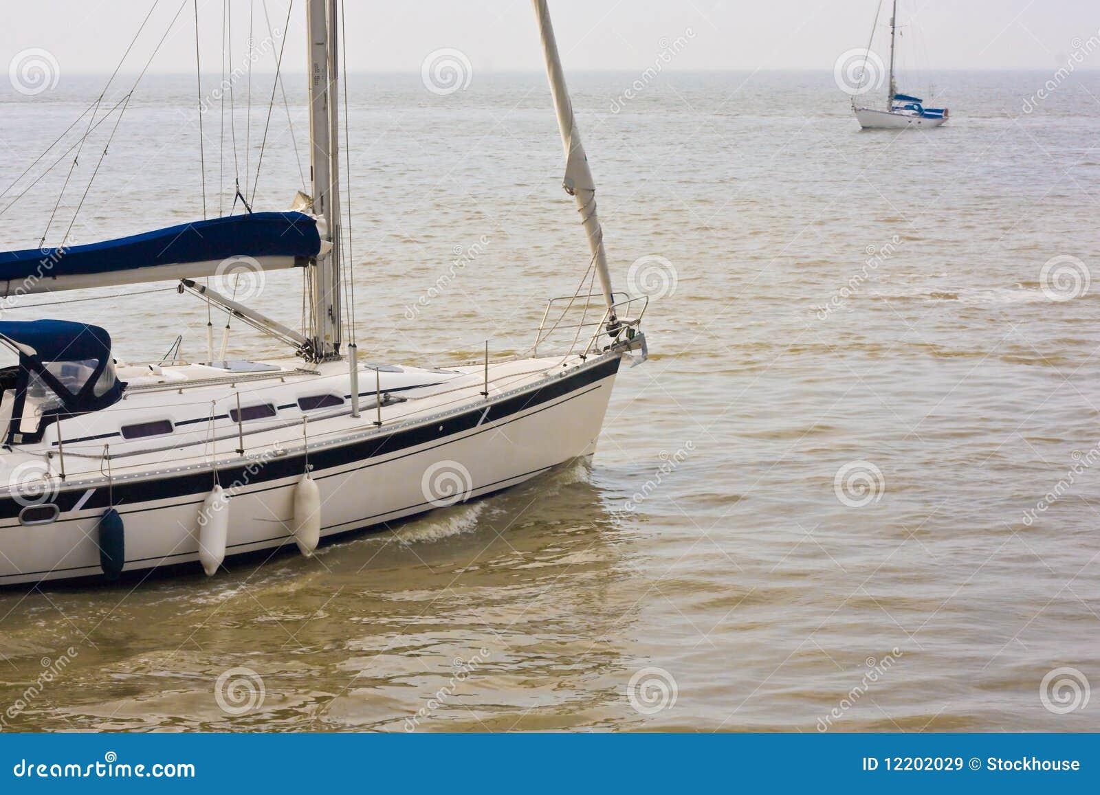 Sports Segelnboote auf dem Ozean