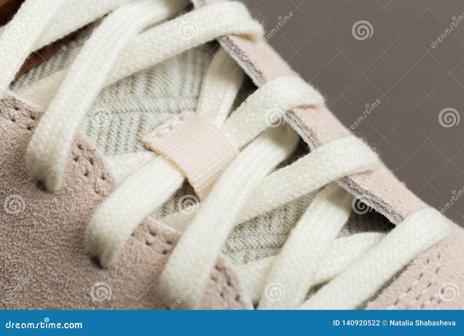 Sportschoenen met wit kant