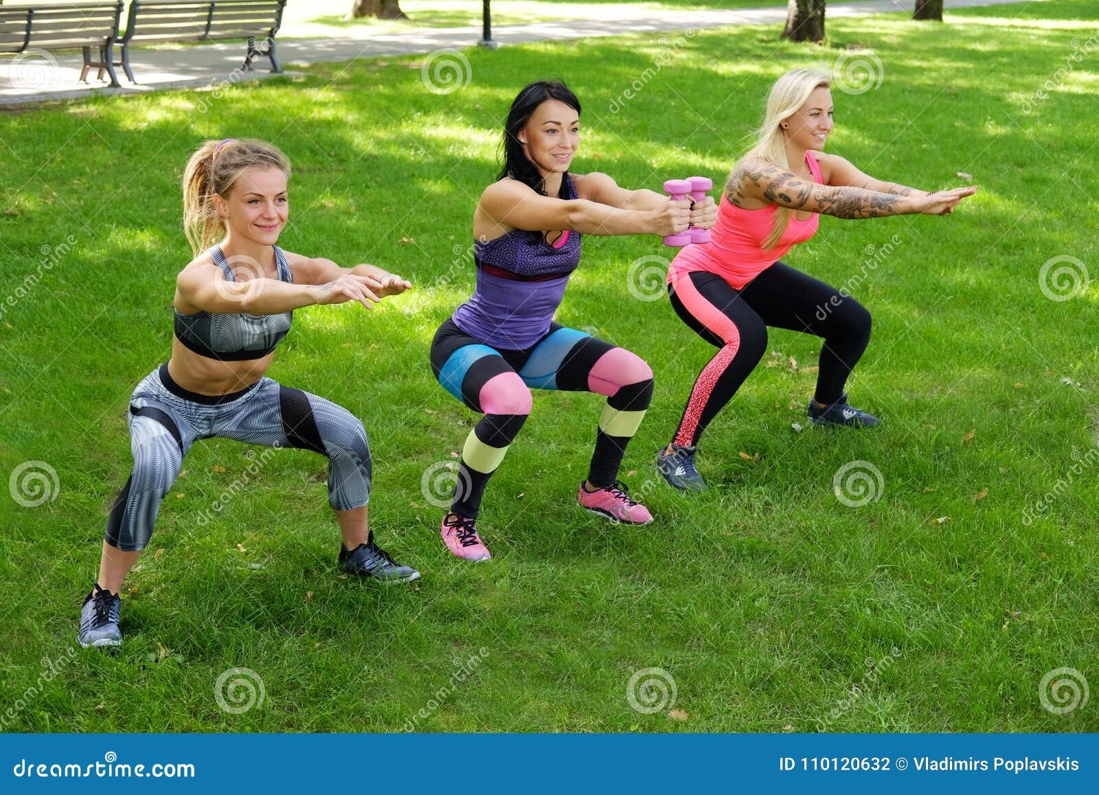 3 sporty женщины
