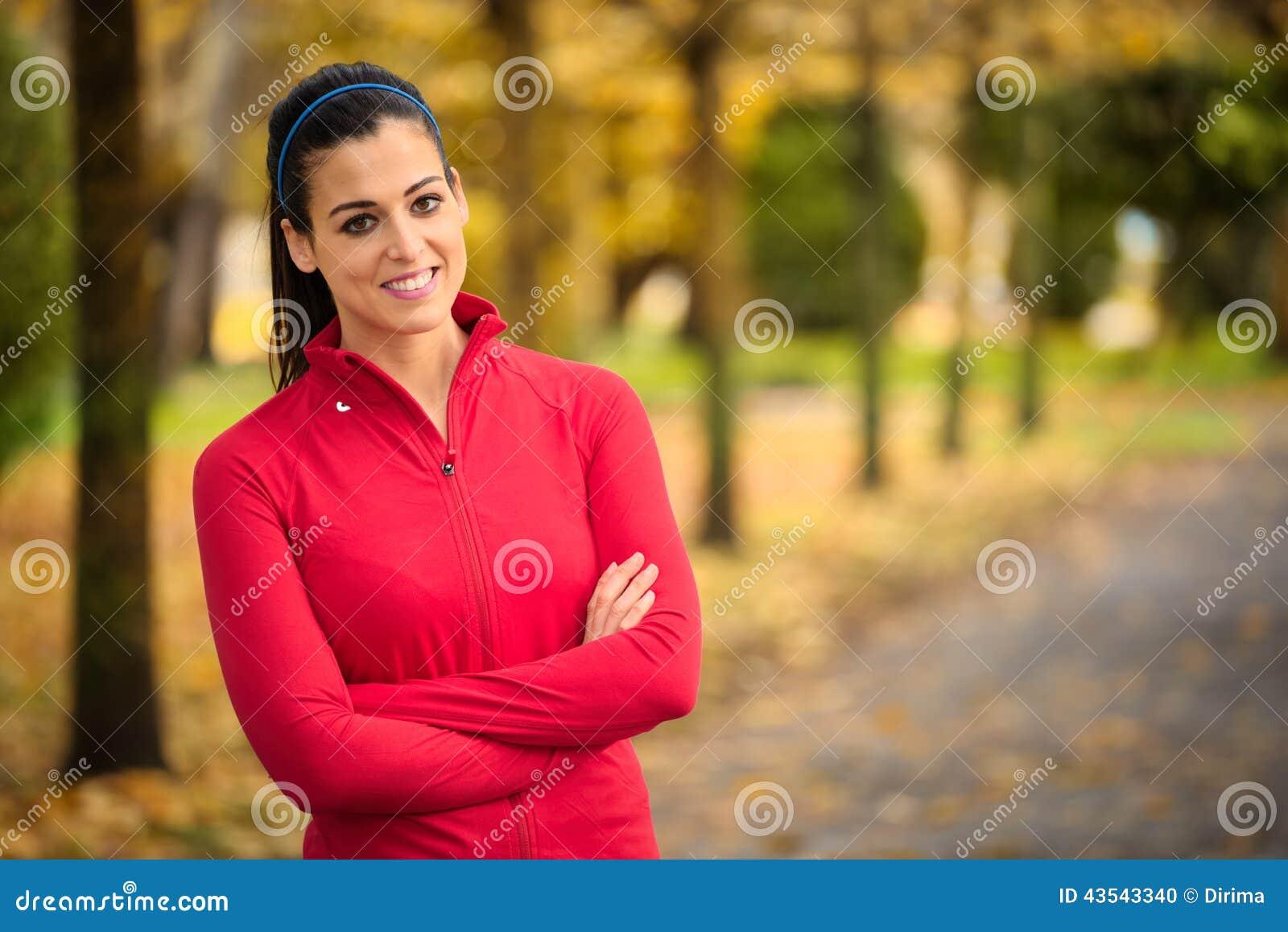 Sporty портрет и успех осени женщины фитнеса