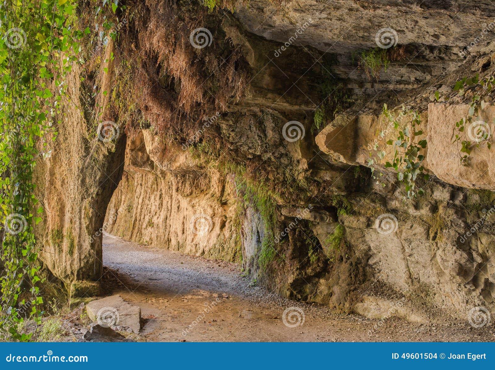 Sposób pod skałami