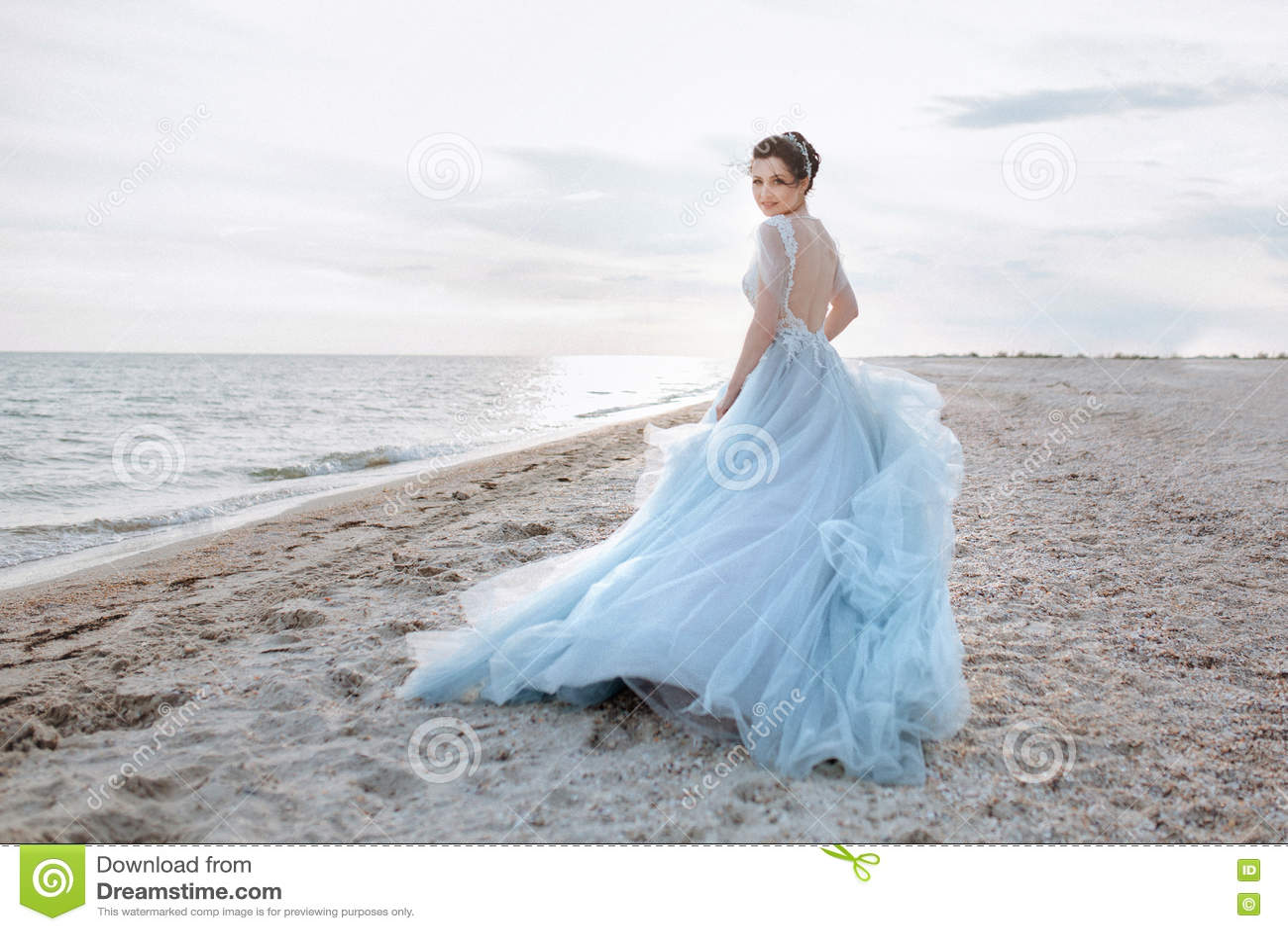 Sposa adorabile in dres blu