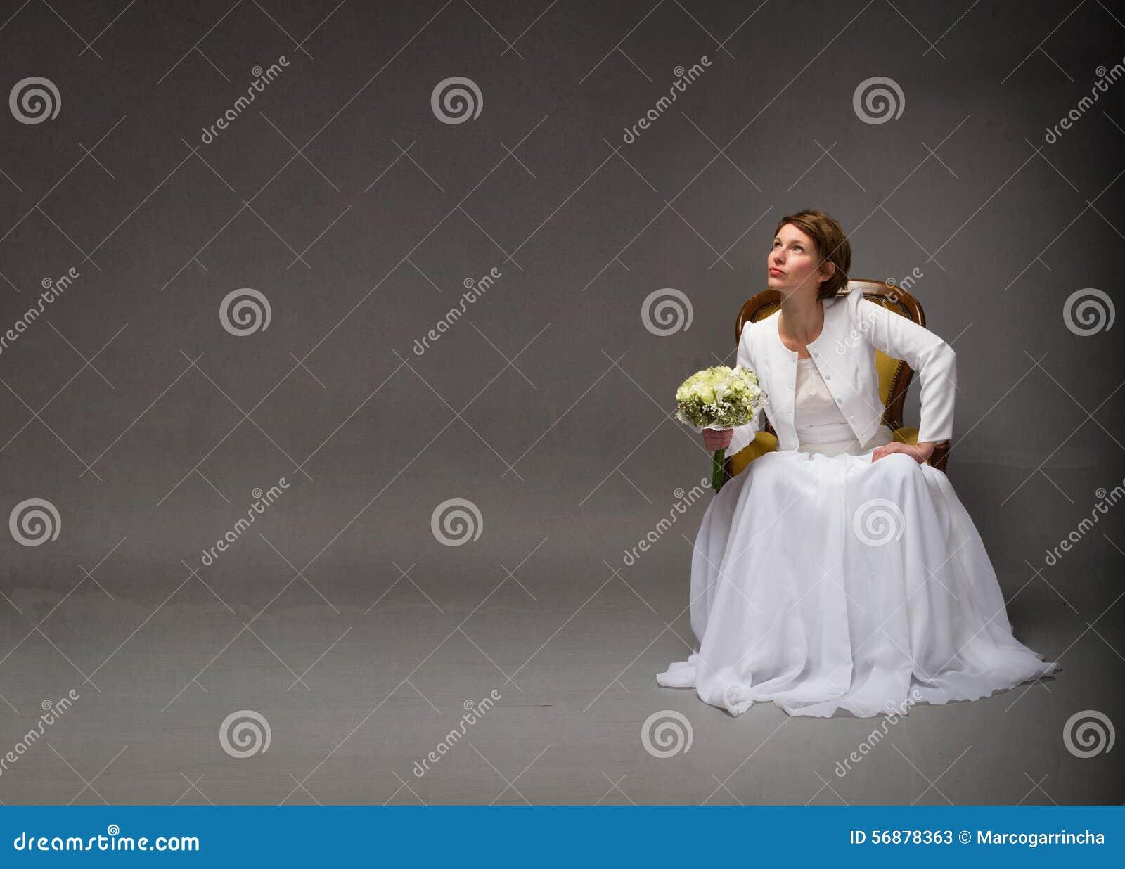 Sposa che cerca con lo spazio vuoto