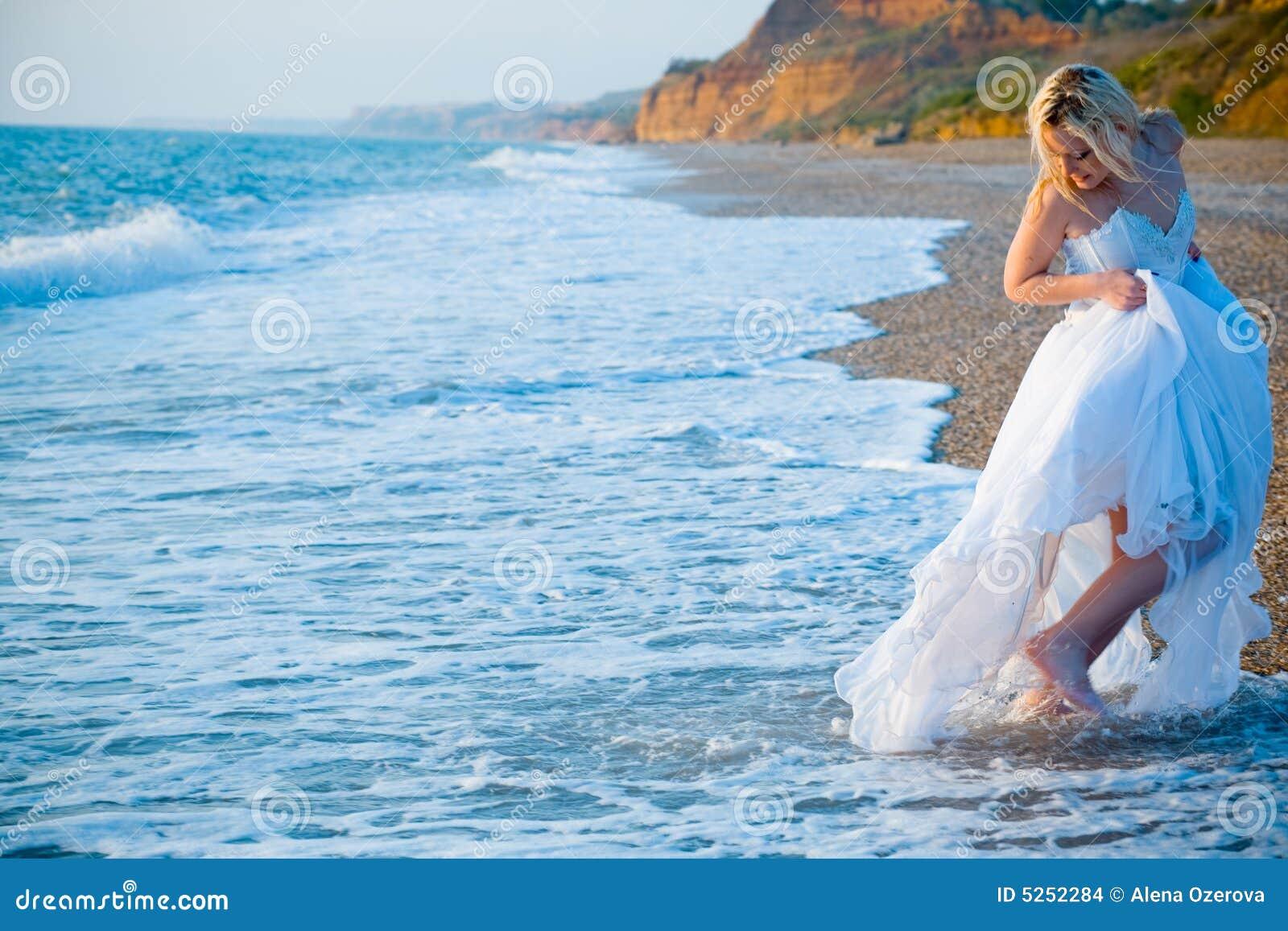 Sposa che funziona a partire dalle onde del mare for Sposa che corre
