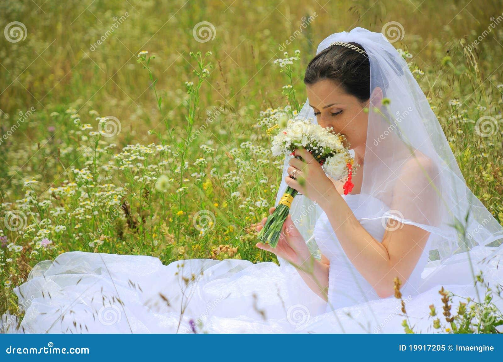Sposa che vive la magia del suo giorno delle nozze