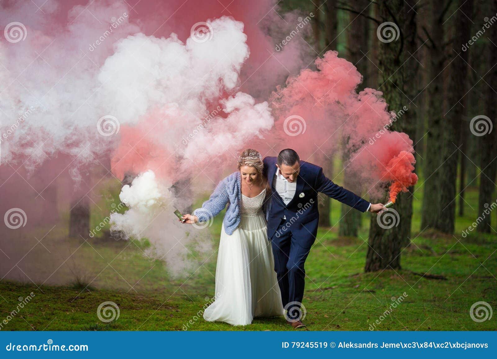 Sposa e sposo al giorno delle nozze