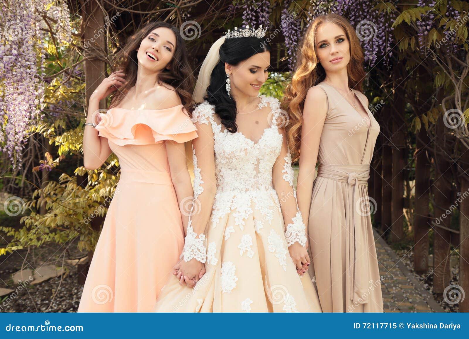 Vestiti Eleganti Particolari.Sposa Splendida In Vestito Da Sposa Lussuoso Posante Con Le Belle
