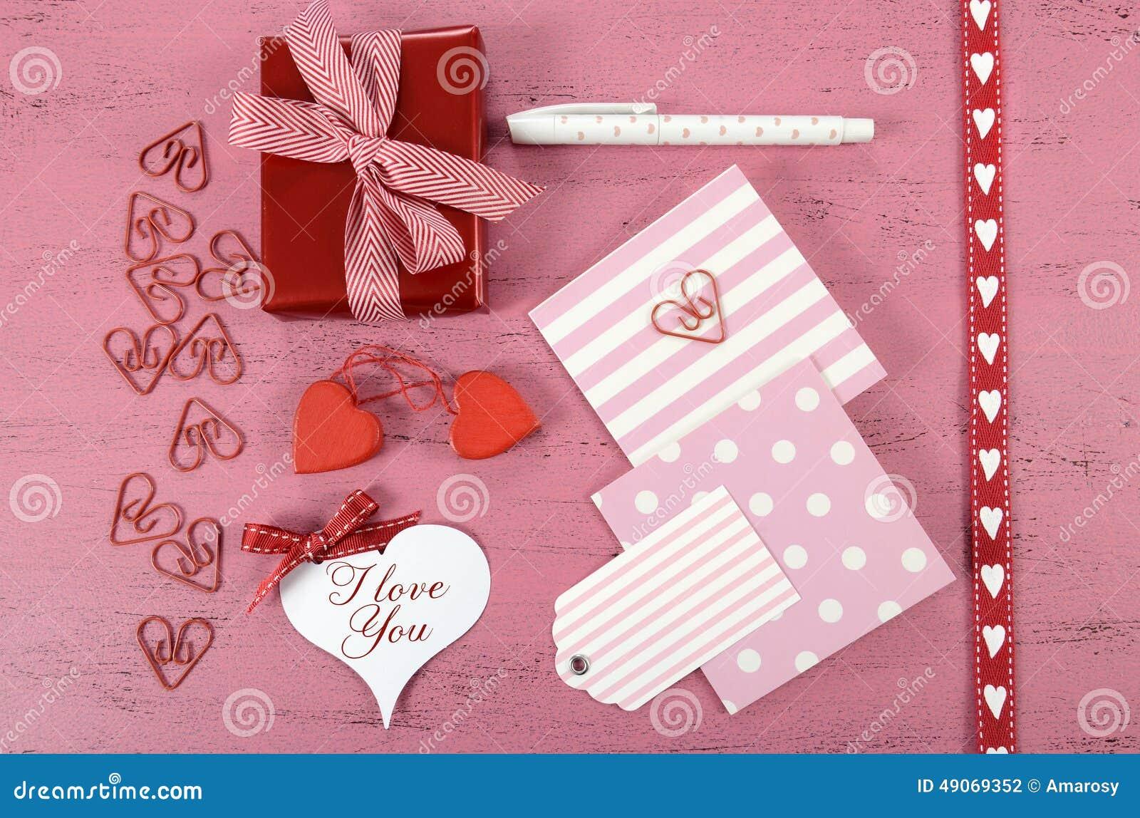 Spostamento dei regali felici di giorno di biglietti di S. Valentino