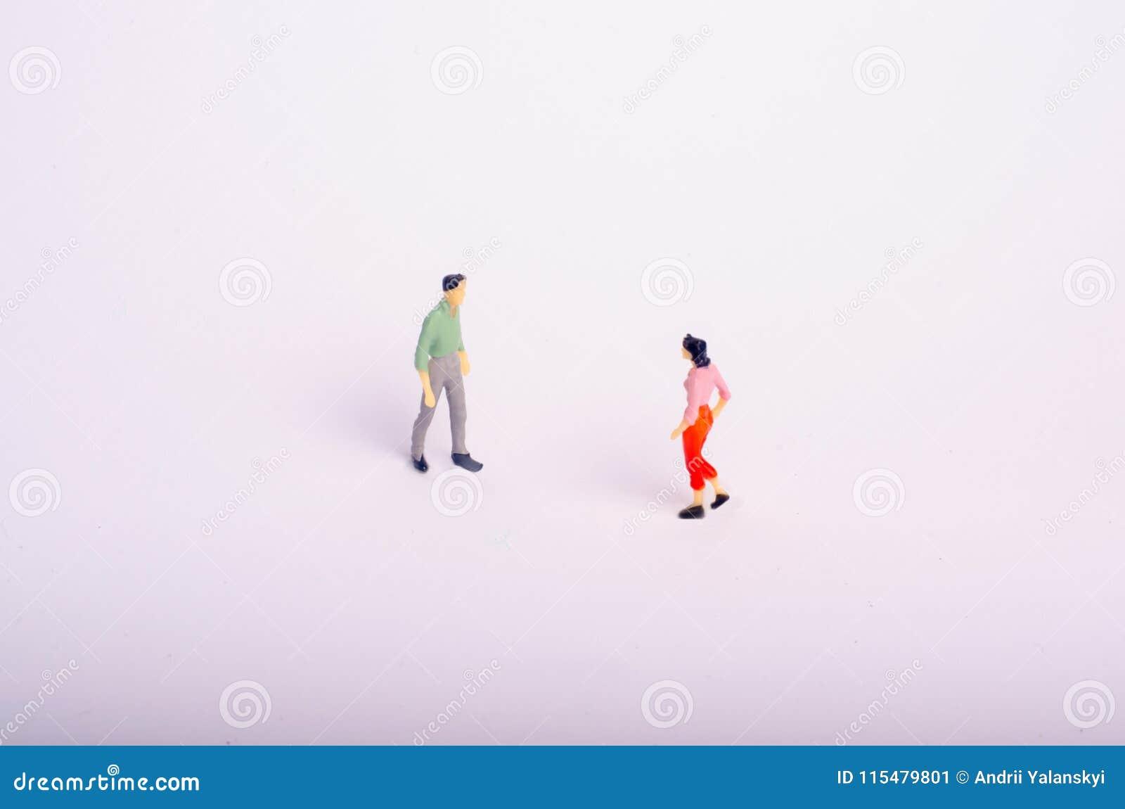 Spotkanie dwa ludzie na białym tle Mężczyzna i kobieta iść spotykać each inny Romantyczny związek, miłość spotyka, biznes