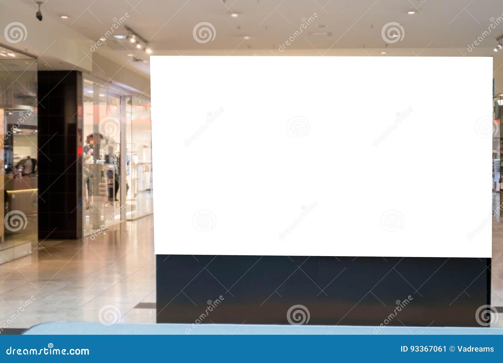 Spott oben Leere Anschlagtafel, Stand im modernen Einkaufszentrum annoncierend