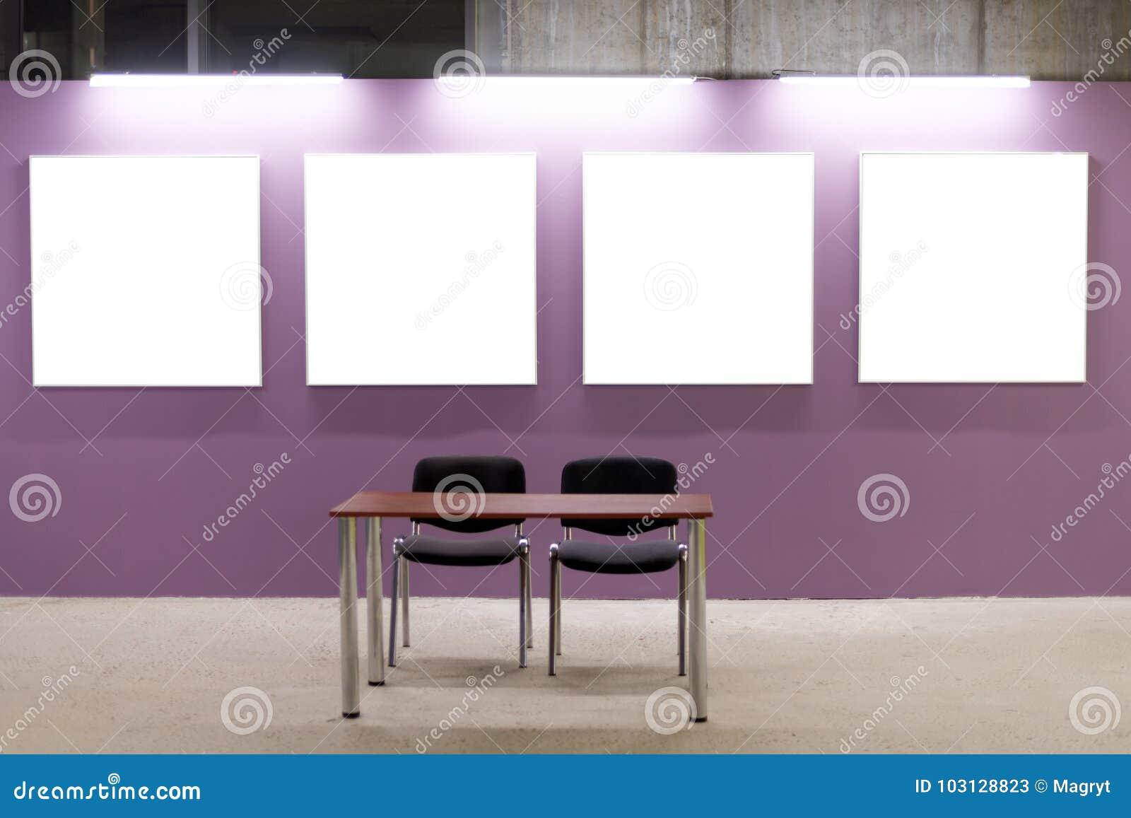 Spott Oben Leere Bilderrahmen Auf Rosa Wand Im Dachbodeninnenraum ...