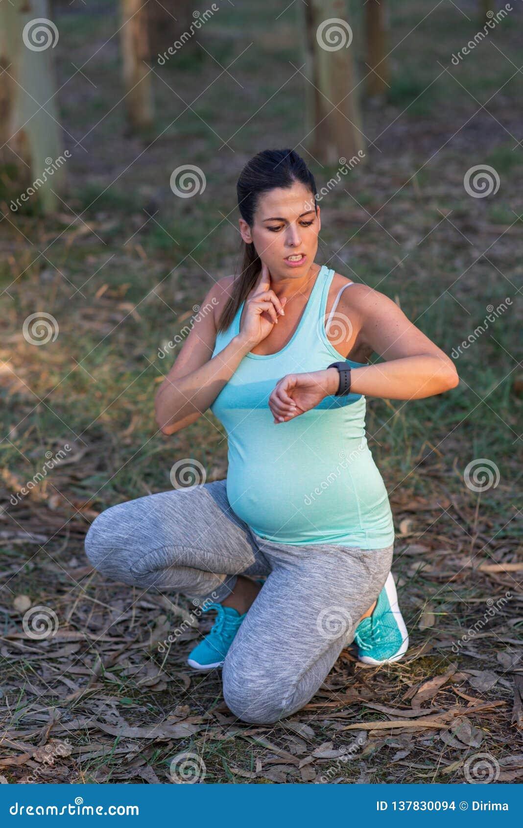 Sprawności fizycznej kobiety w ciąży pomiarowy tętno