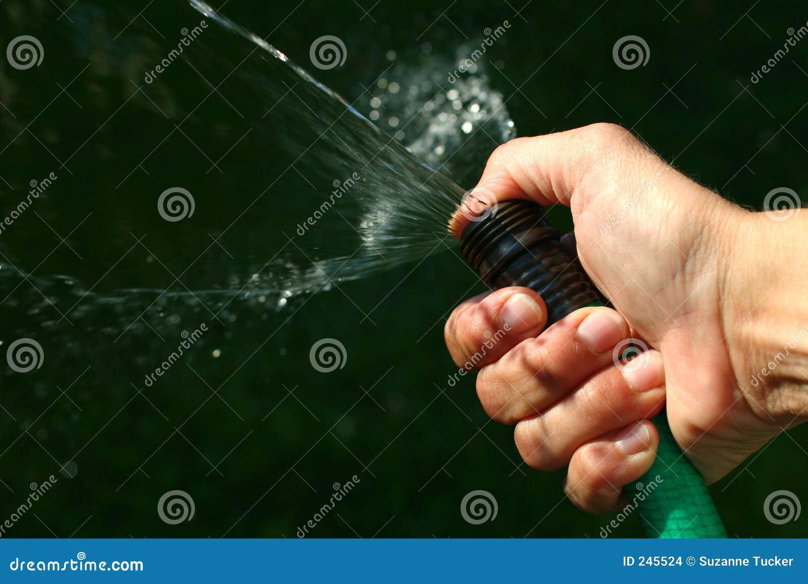 Sprejande vatten för slang