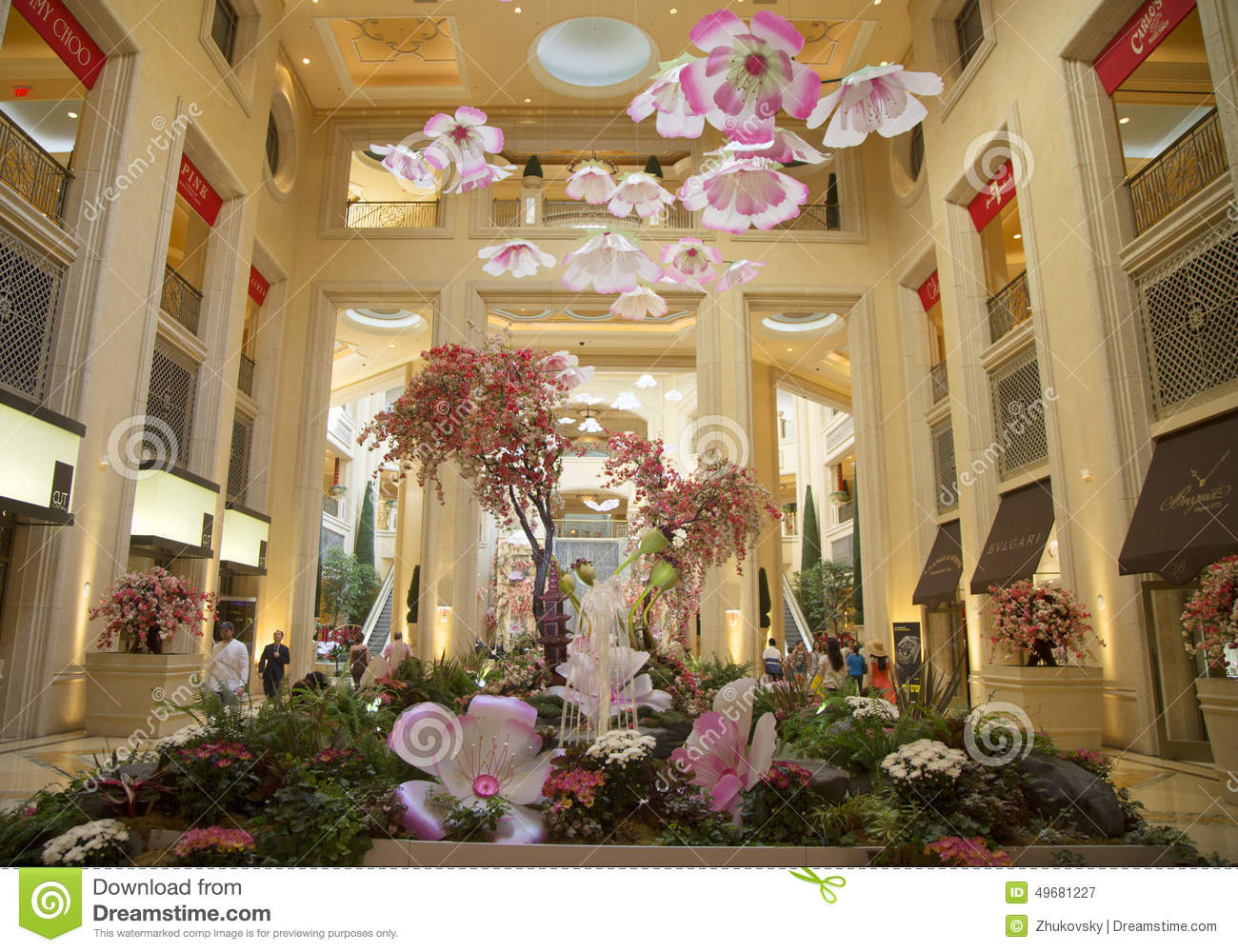 Spring decorations in the atrium of the palazzo resort for Atrium design and decoration