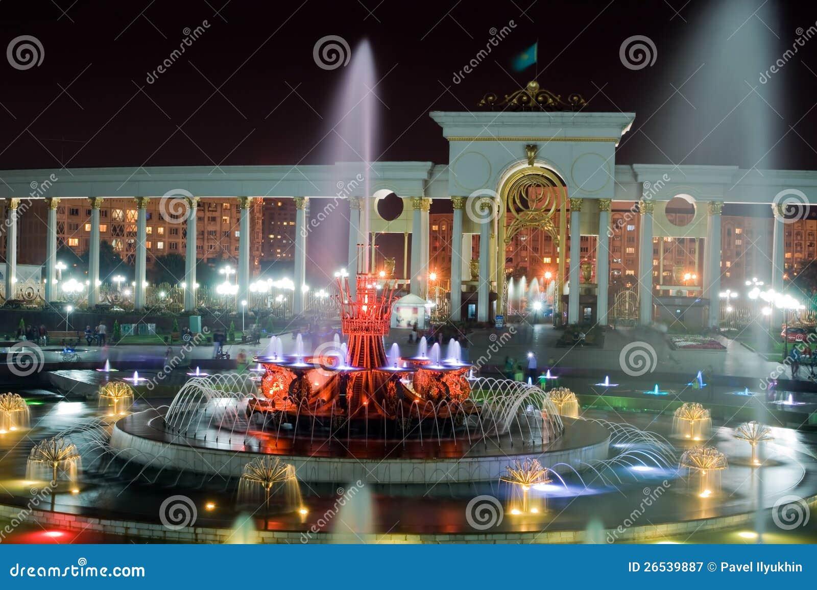 Springbrunn i nationalpark av Almaty
