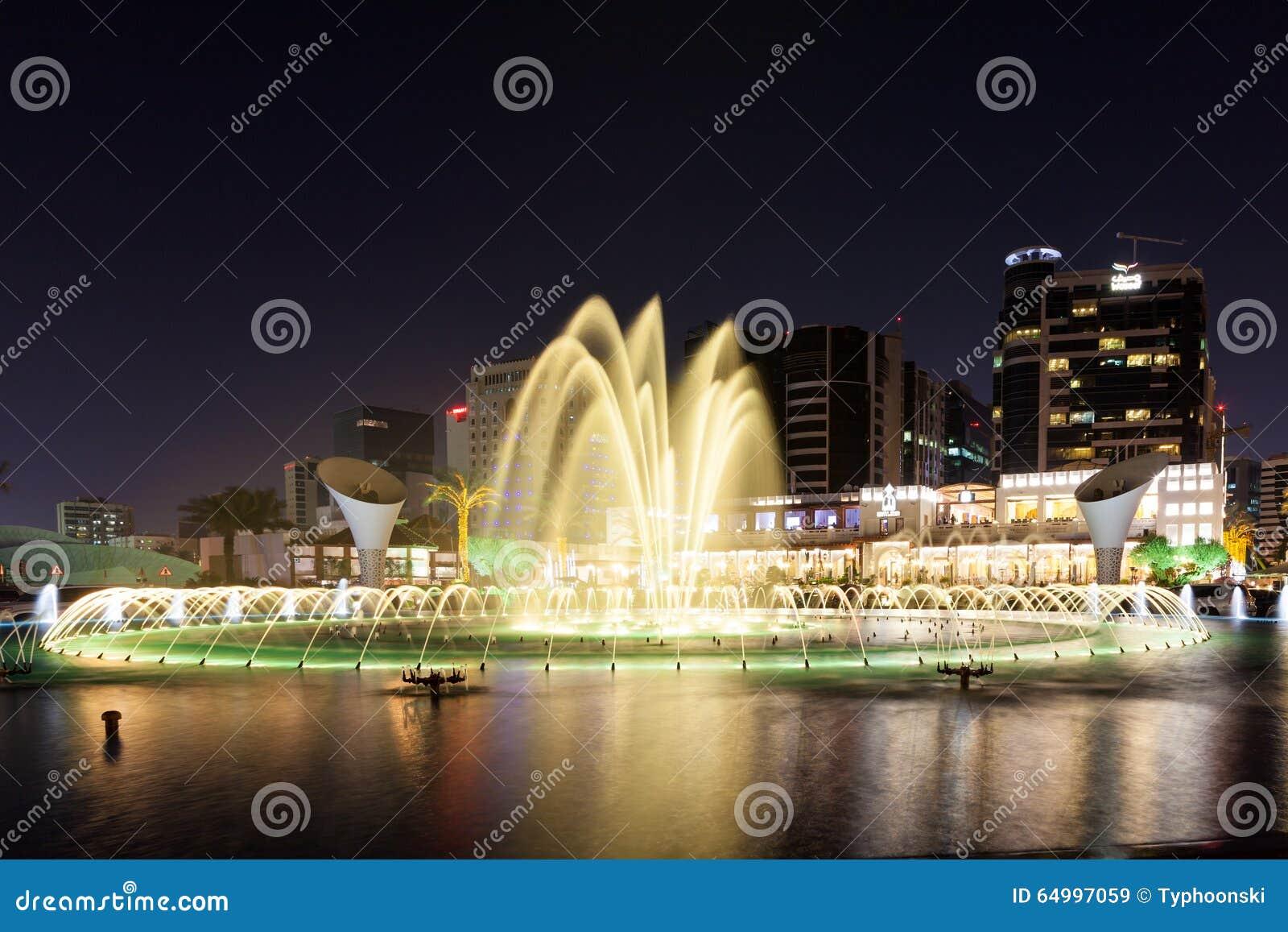 Springbrunn på den Orient pärlarestaurangen i Doha