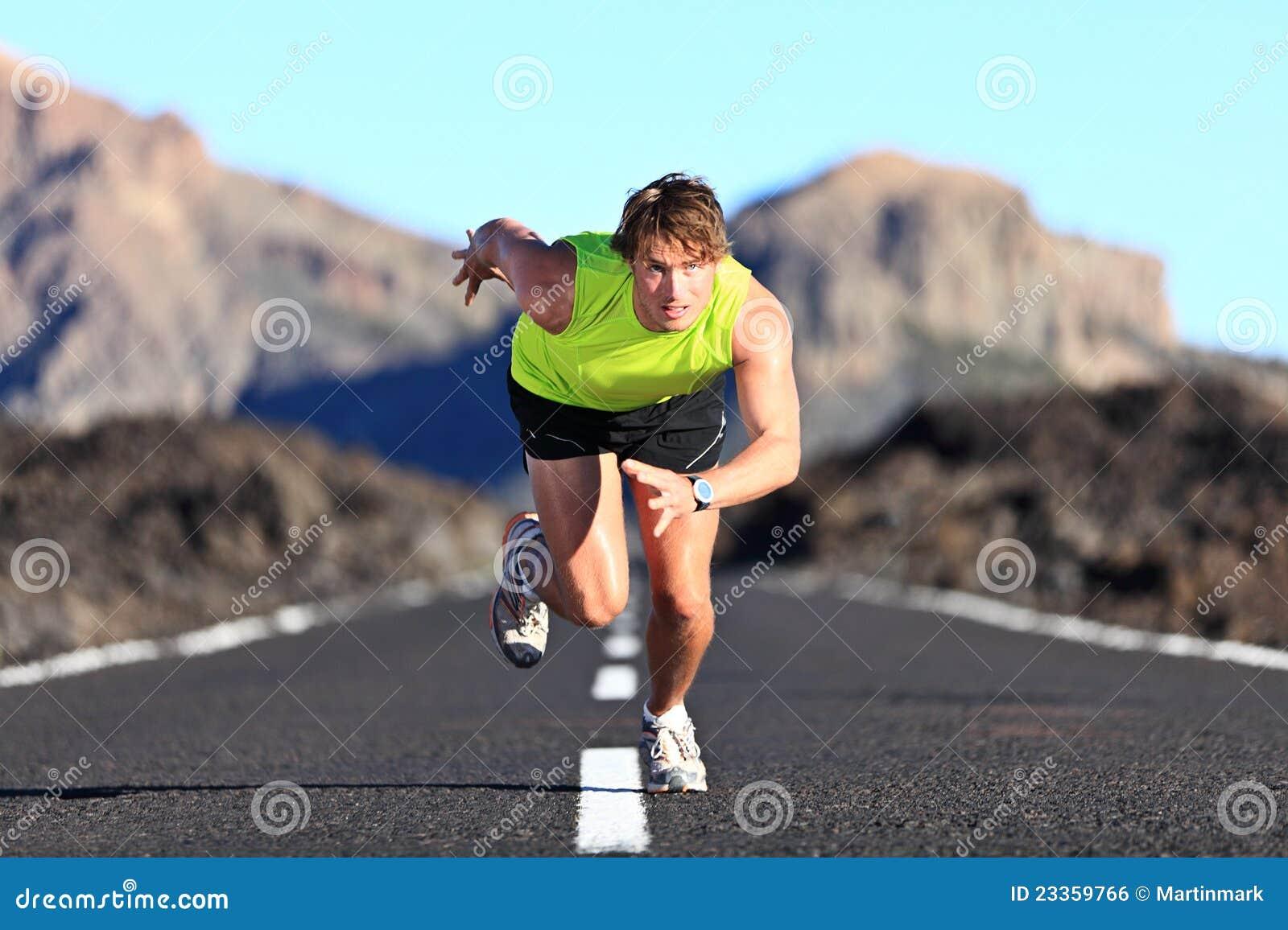 Sprinter που τρέχει στο δρόμο