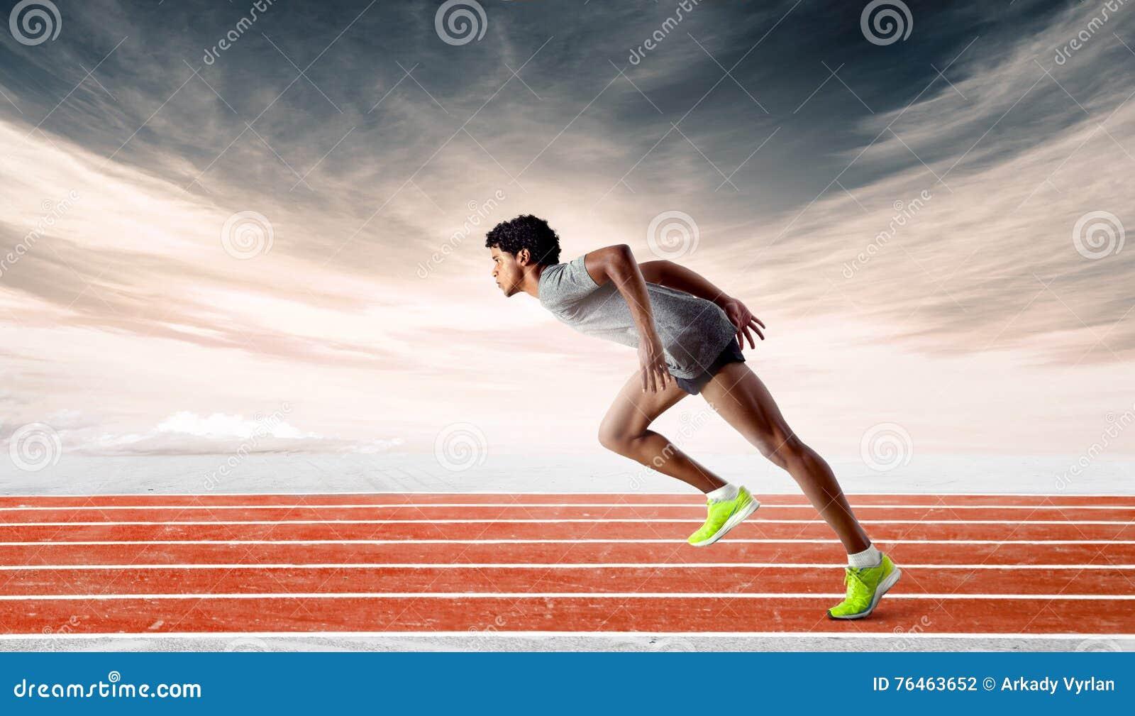 Sprinter στη διαδρομή που κλίνει προς τα εμπρός