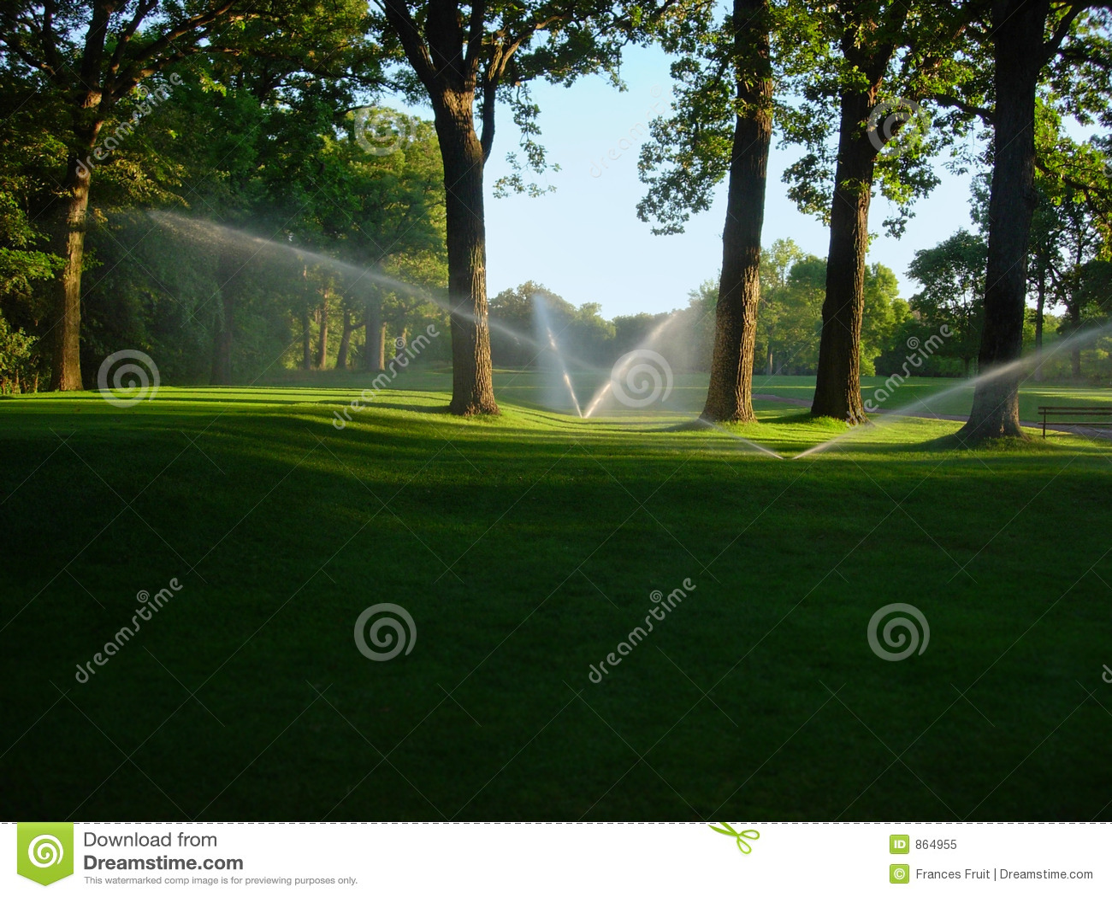 Sproeiers op golfcursus
