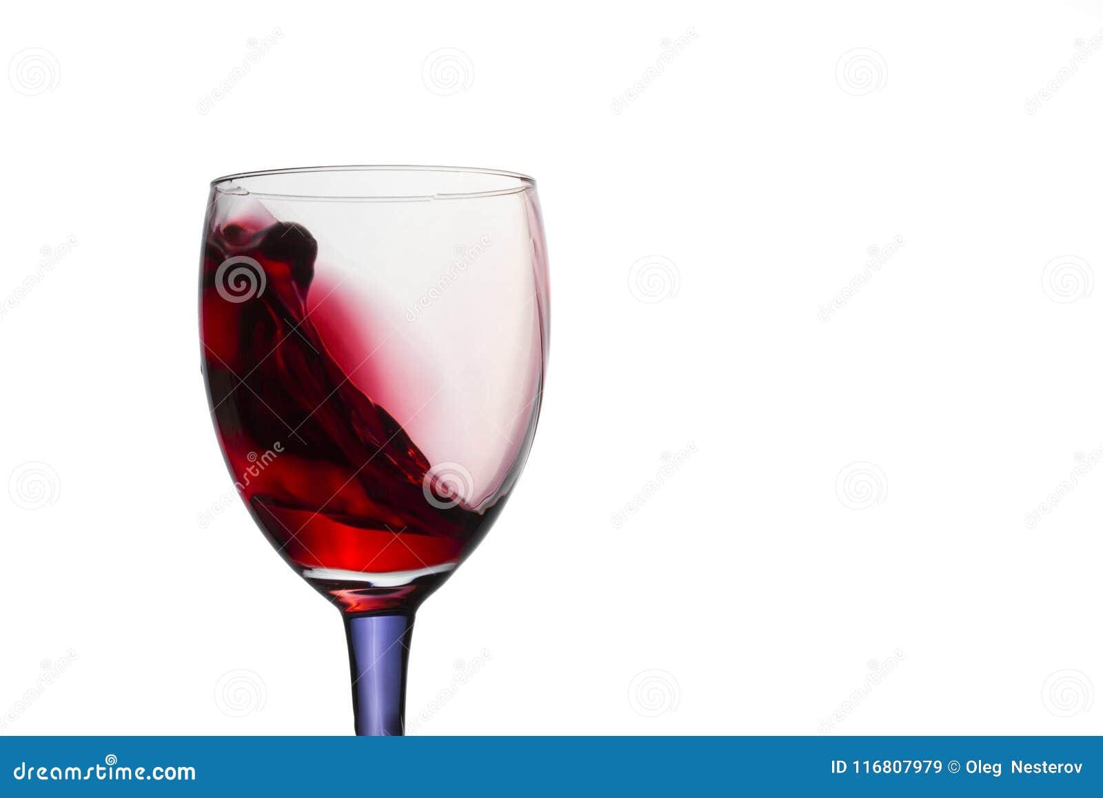 Spruzzata di vino rosso simile ad un onda del mare