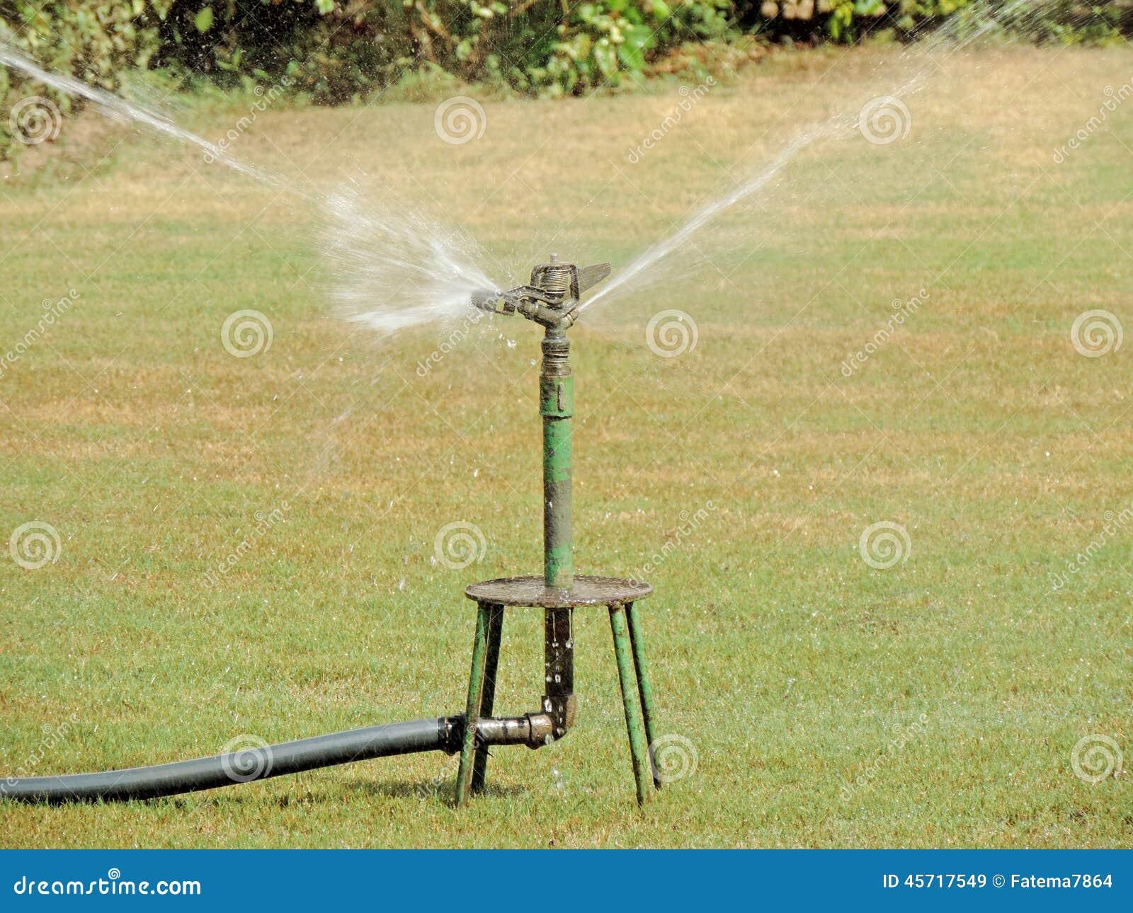 spruzzi l 39 irrigazione immagine stock immagine di spruzzi