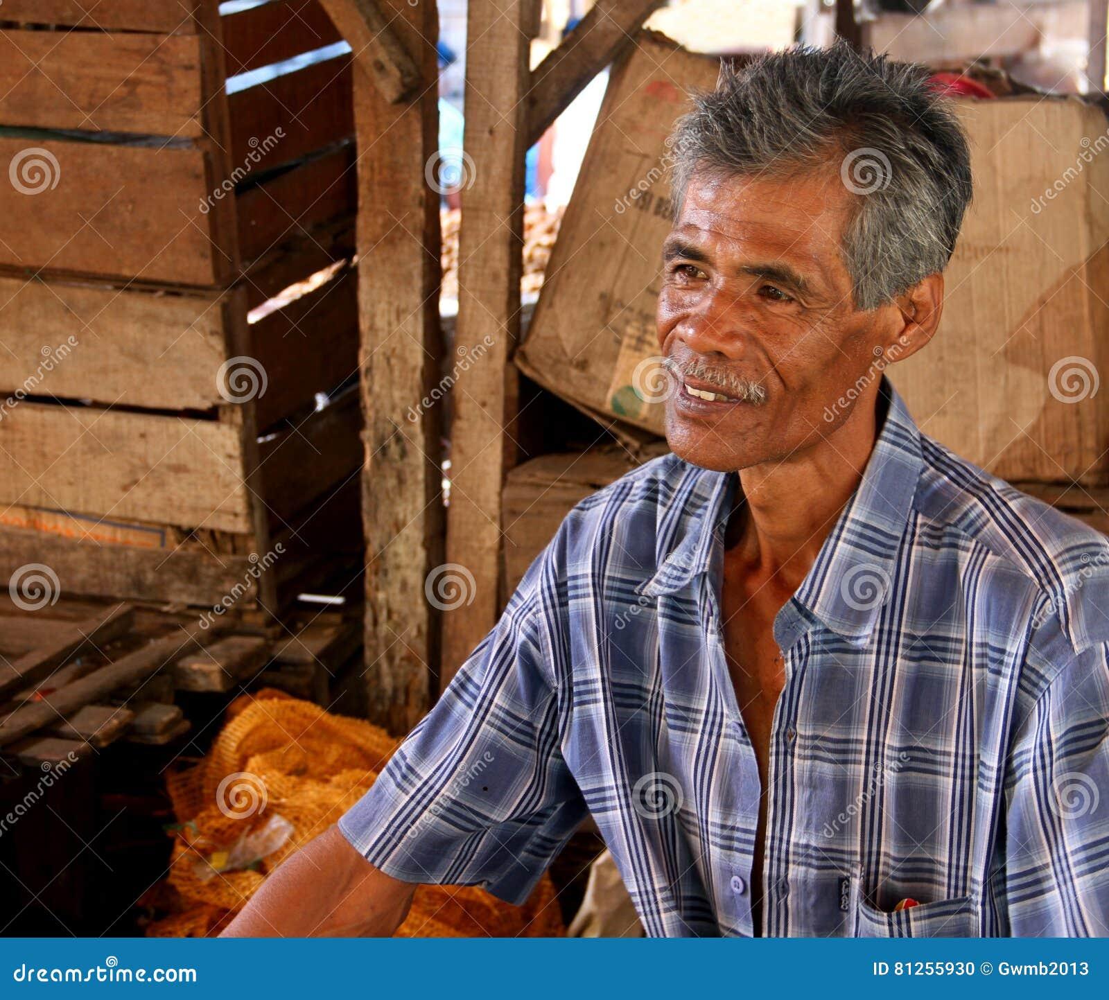 Sprzedawca W rynku W PADANG, INDONEZJA