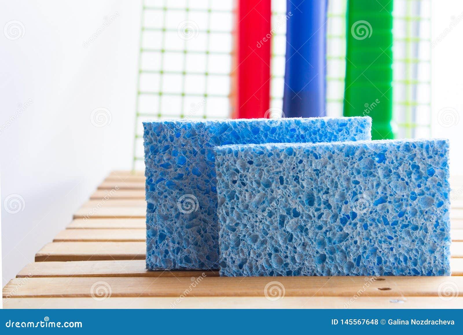 Spugne inoffensive blu da cellulosa con i detersivi Piatti lavare sani