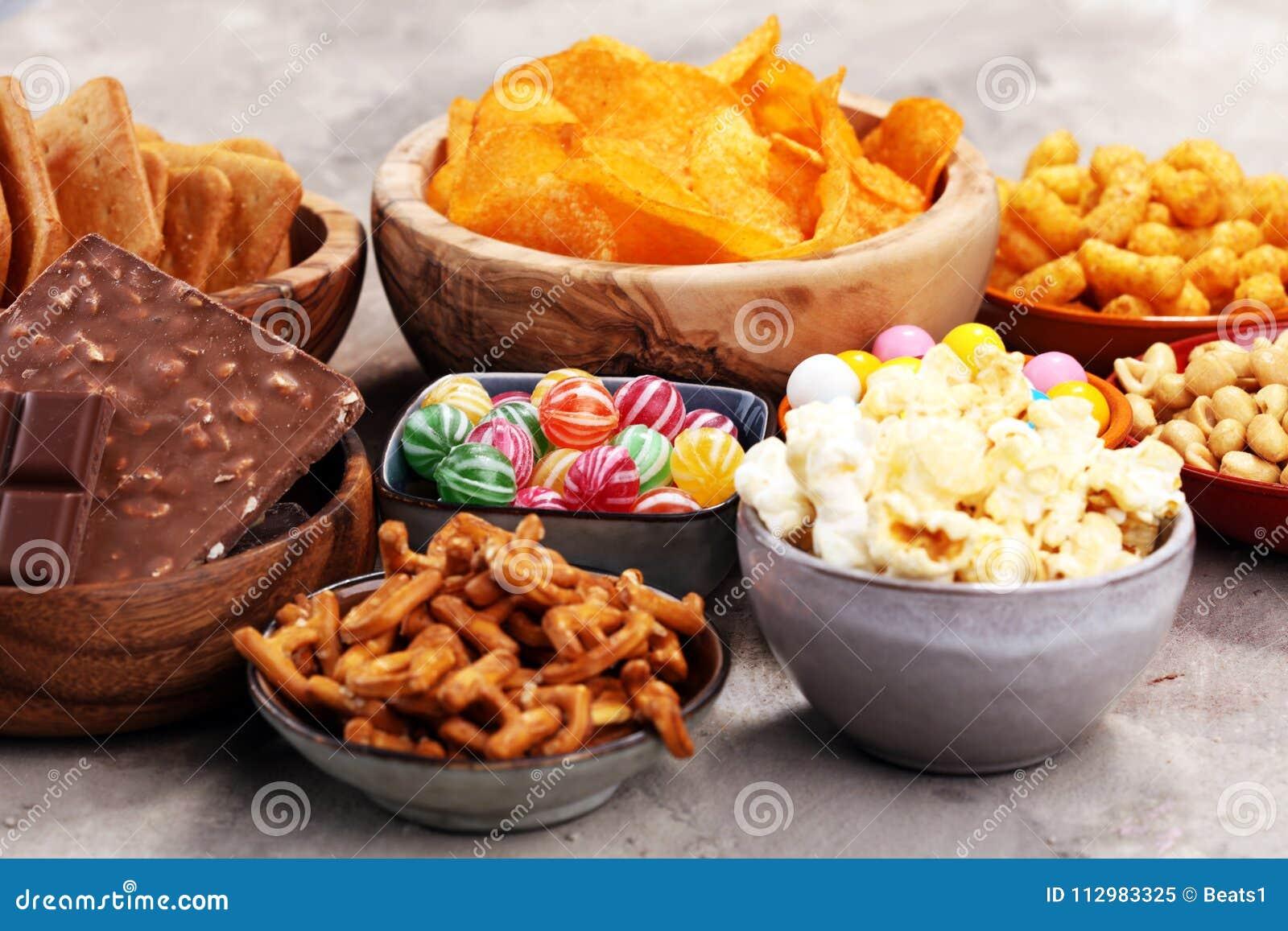 Spuntini Sani E Diabete : Spuntini salati ciambelline salate chip cracker in ciotole di