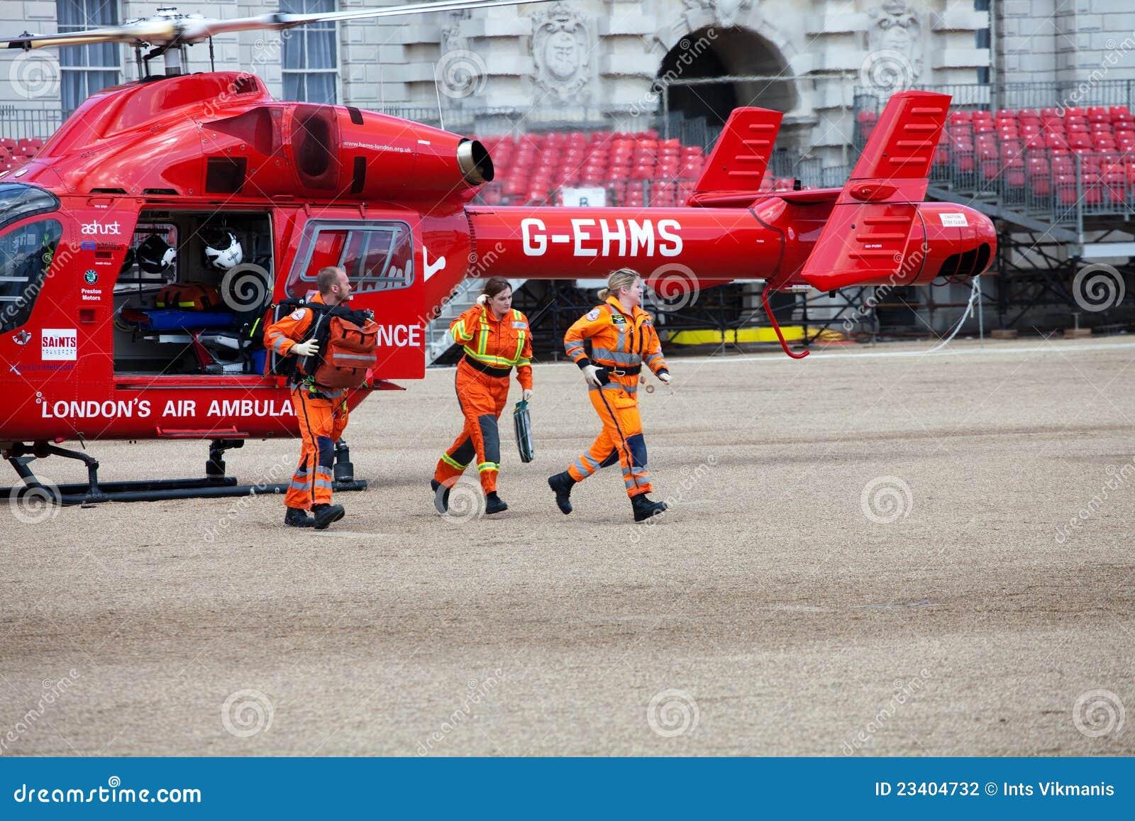 Elicottero E Ambulanza : Squadra dell elicottero ambulanza di aria londra