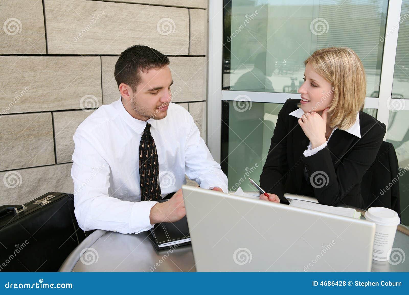 Squadra di affari (fuoco sulla donna)