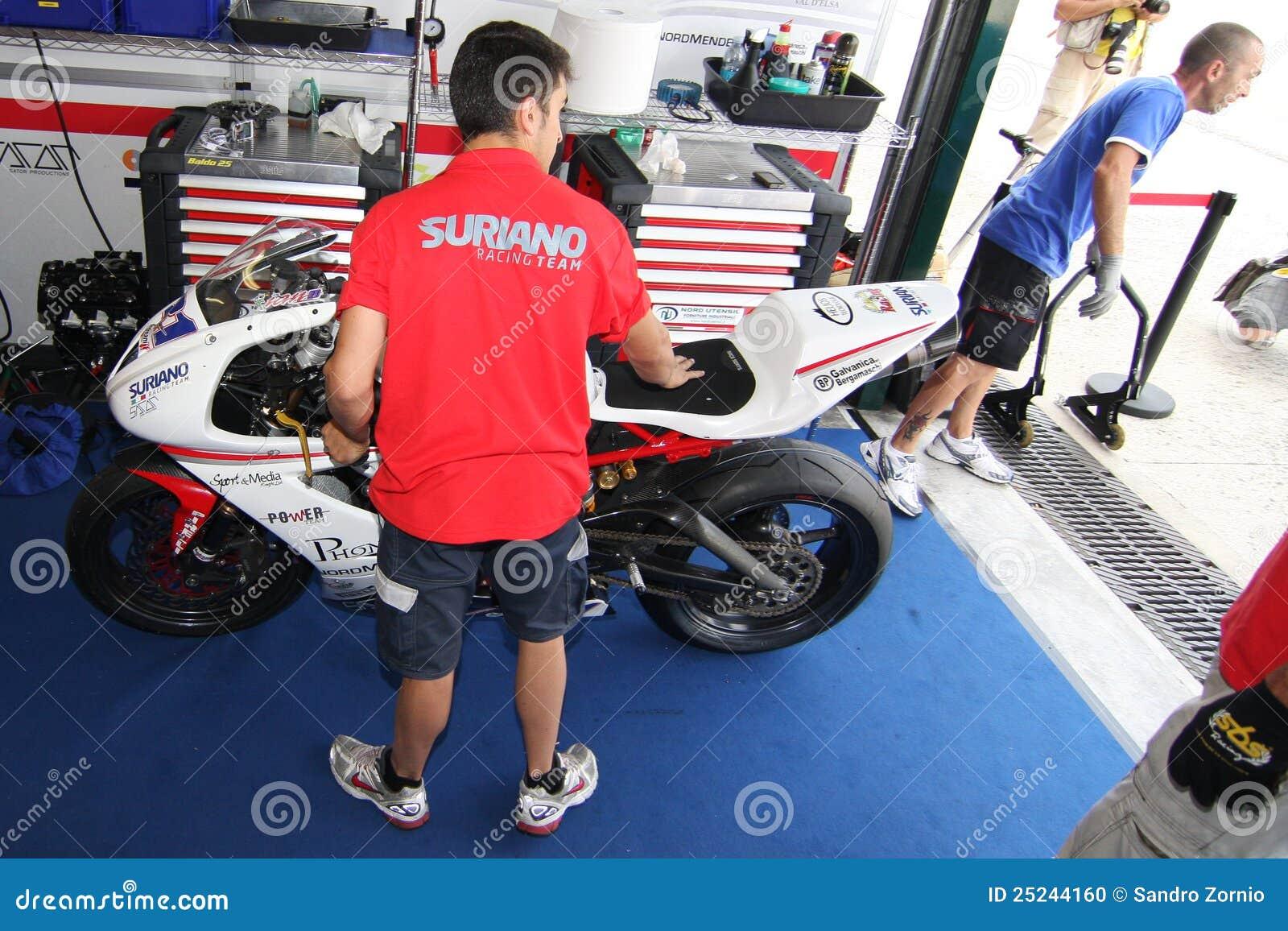 Squadra di potenza da Suriano Triumph Daytona